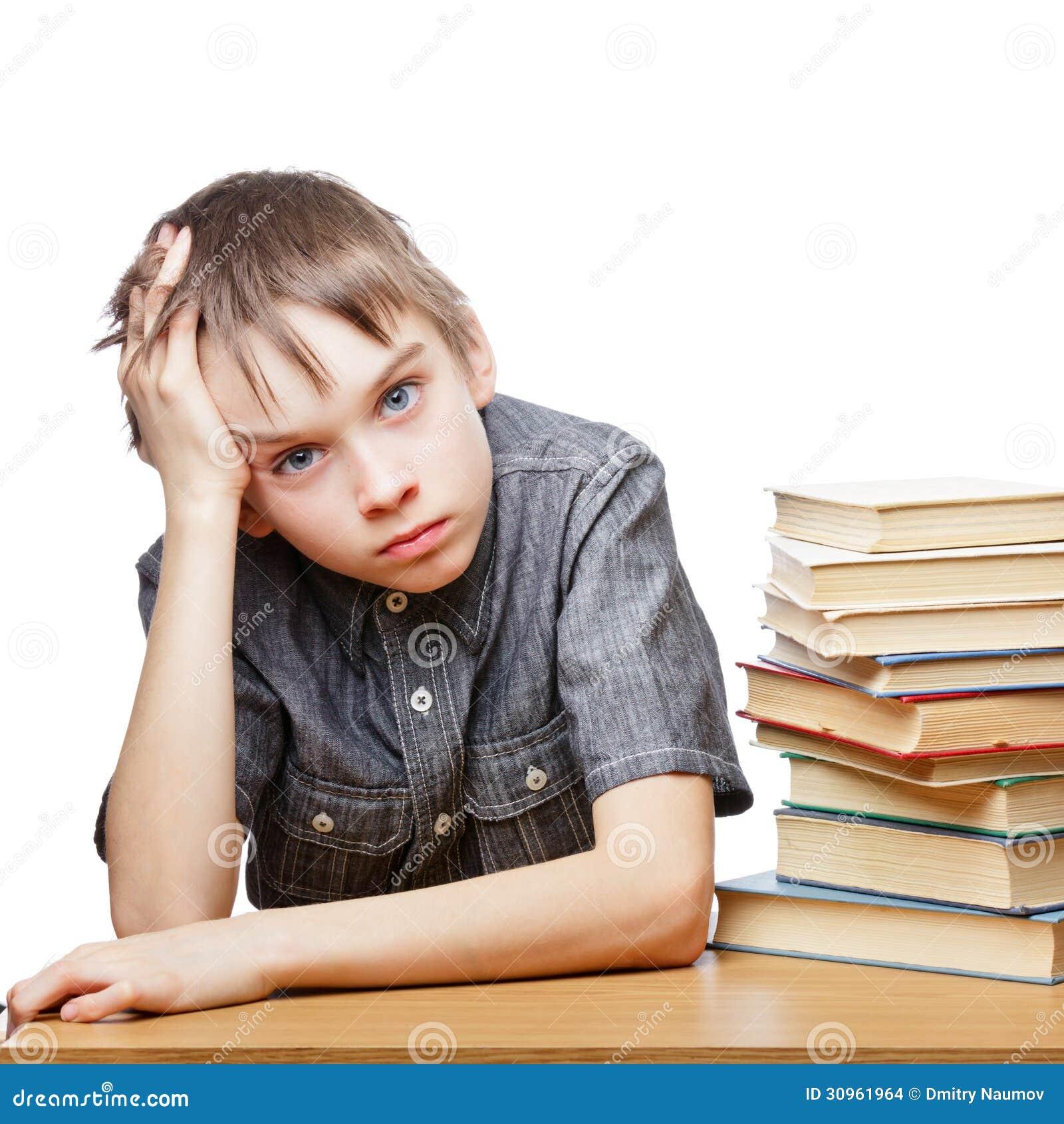 Frustriertes Kind mit Lernschwierigkeiten