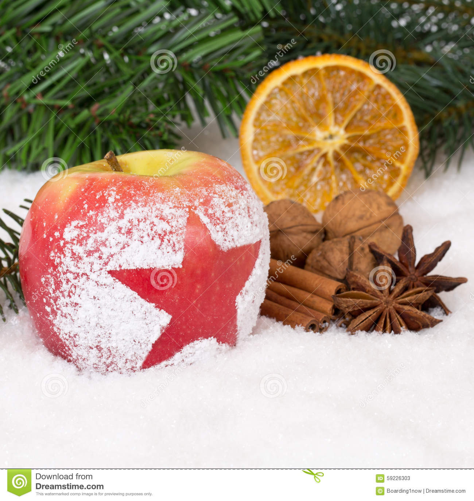 Fruta de la manzana del invierno en la Navidad con nieve y la estrella