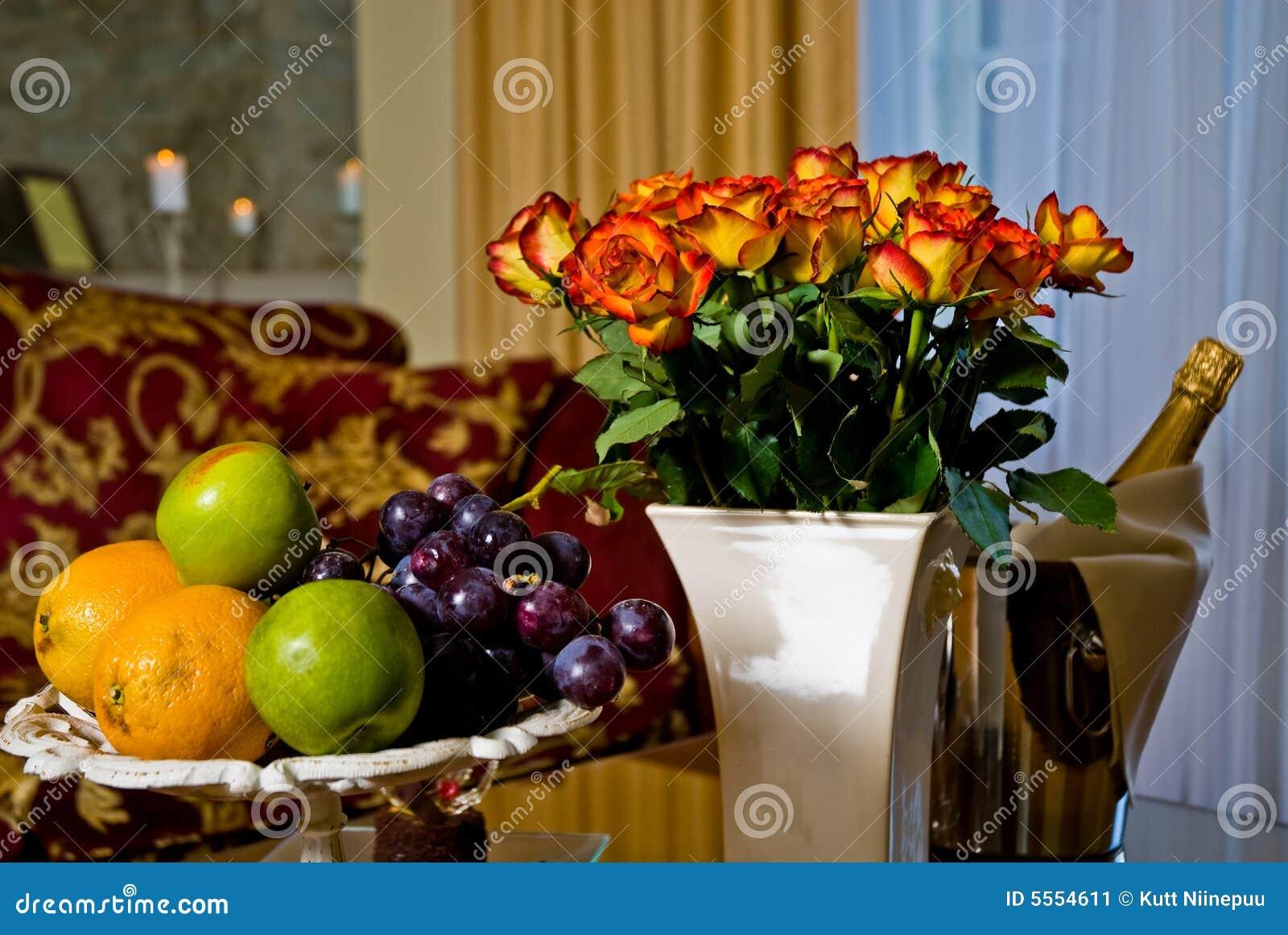 Fruta, flores y vino
