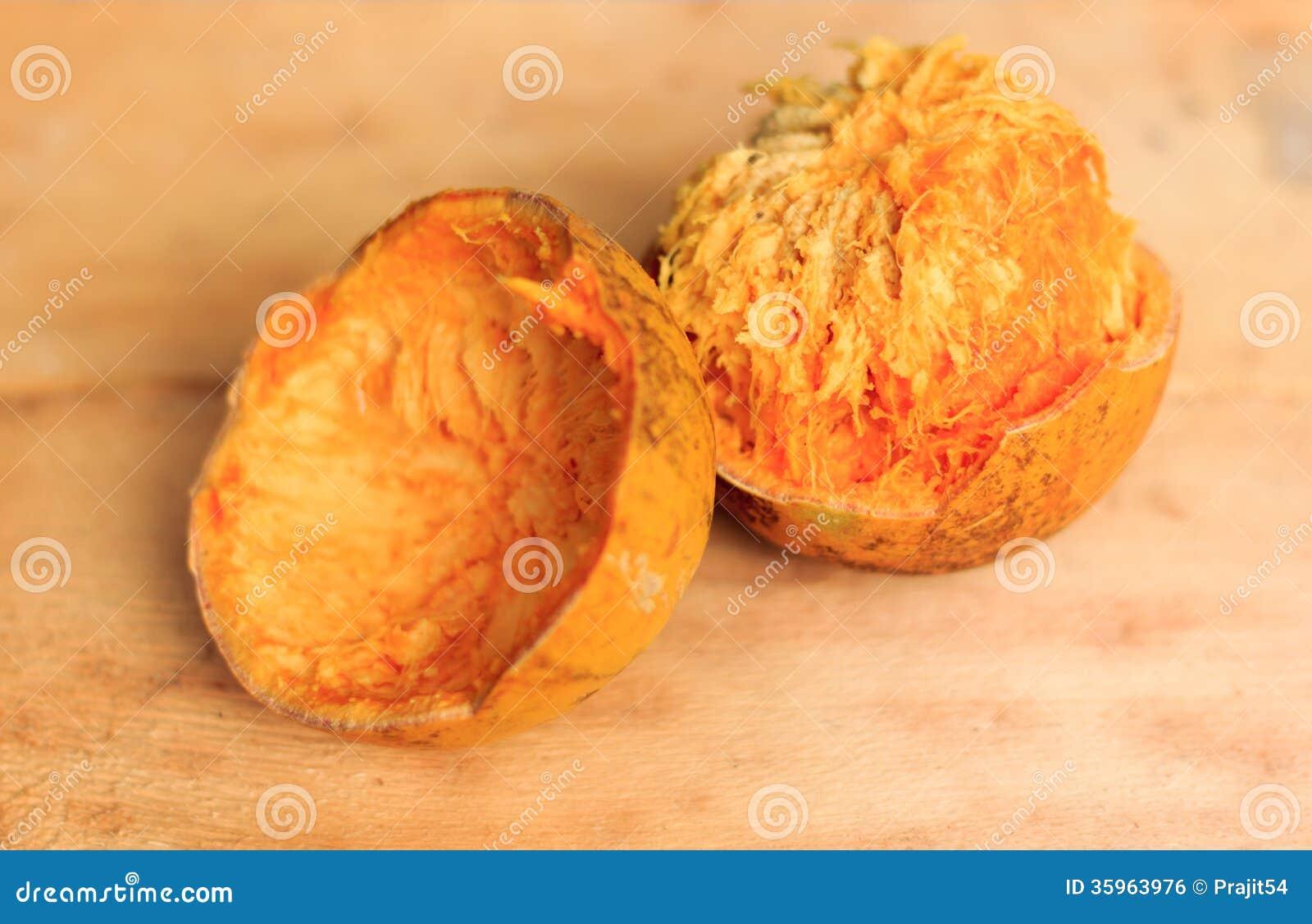 Fruta fresca del bael