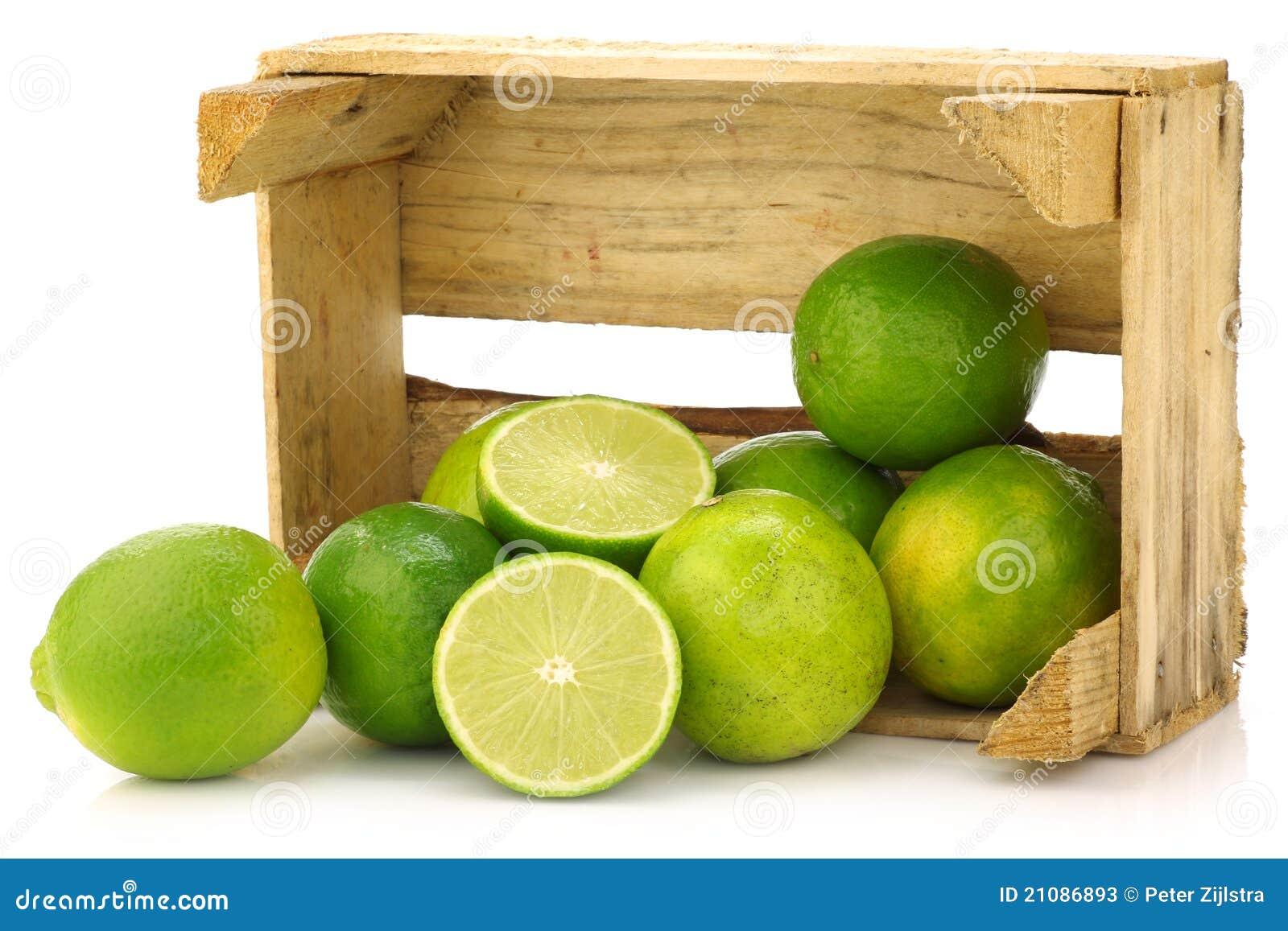 Fruta Fresca Do Cal Em Uma Caixa De Madeira Fotos de Stock Imagem  #466B05 1300x957
