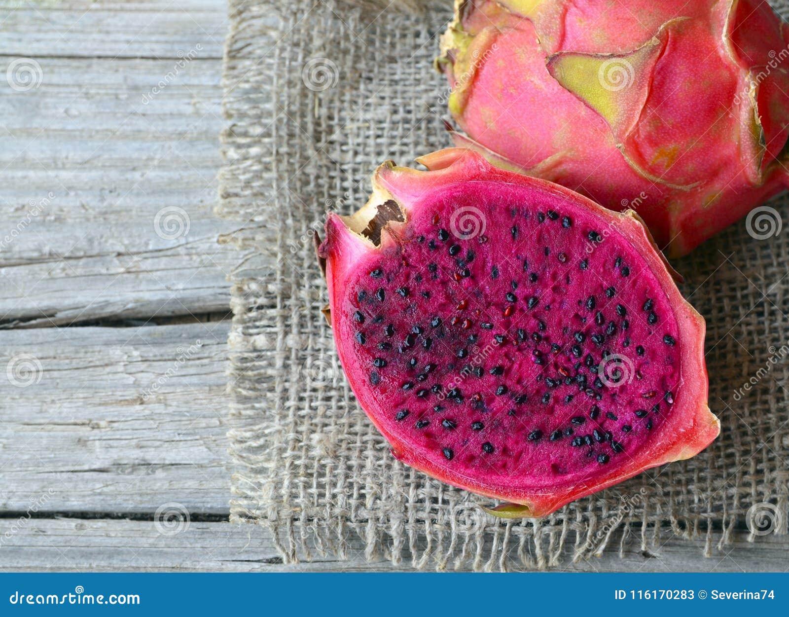 Fruta Madura Fresca De Pitaya O Del Dragon Del Genero Hylocereus