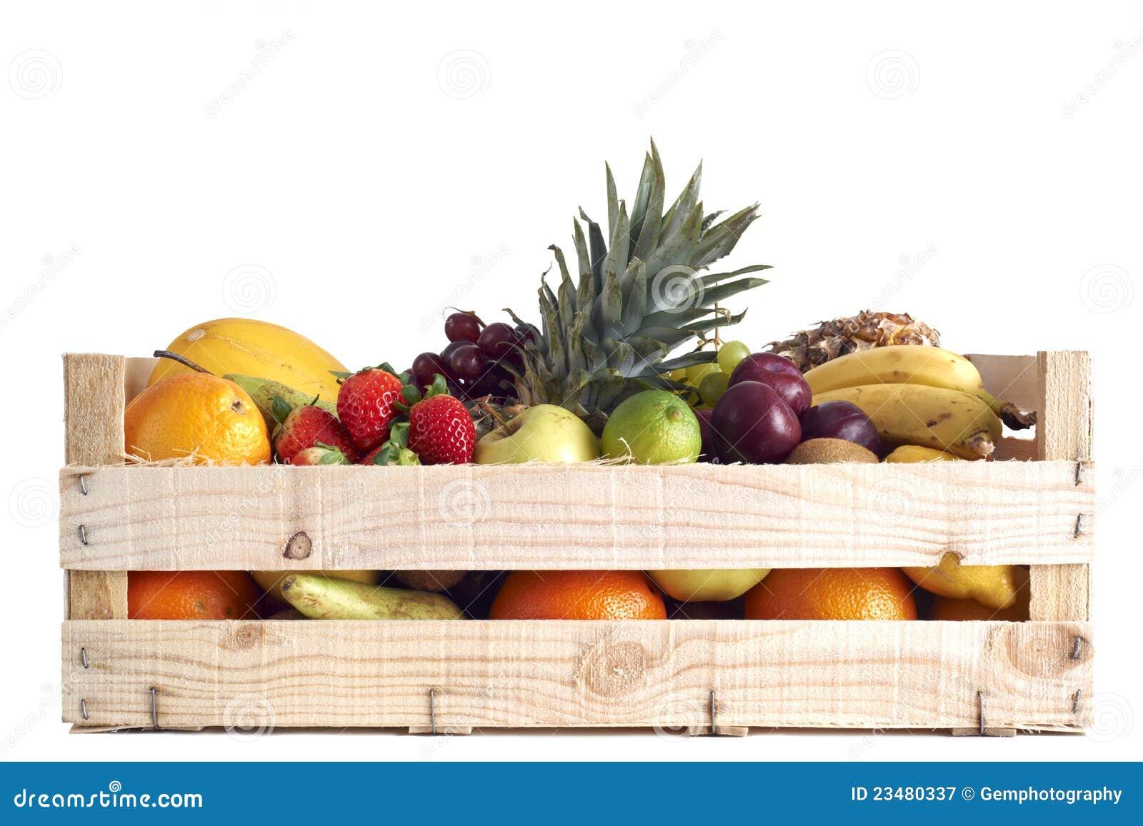 Vários tipos de fruta armazenados na caixa de madeira no fundo branco  #B99012 1300x957