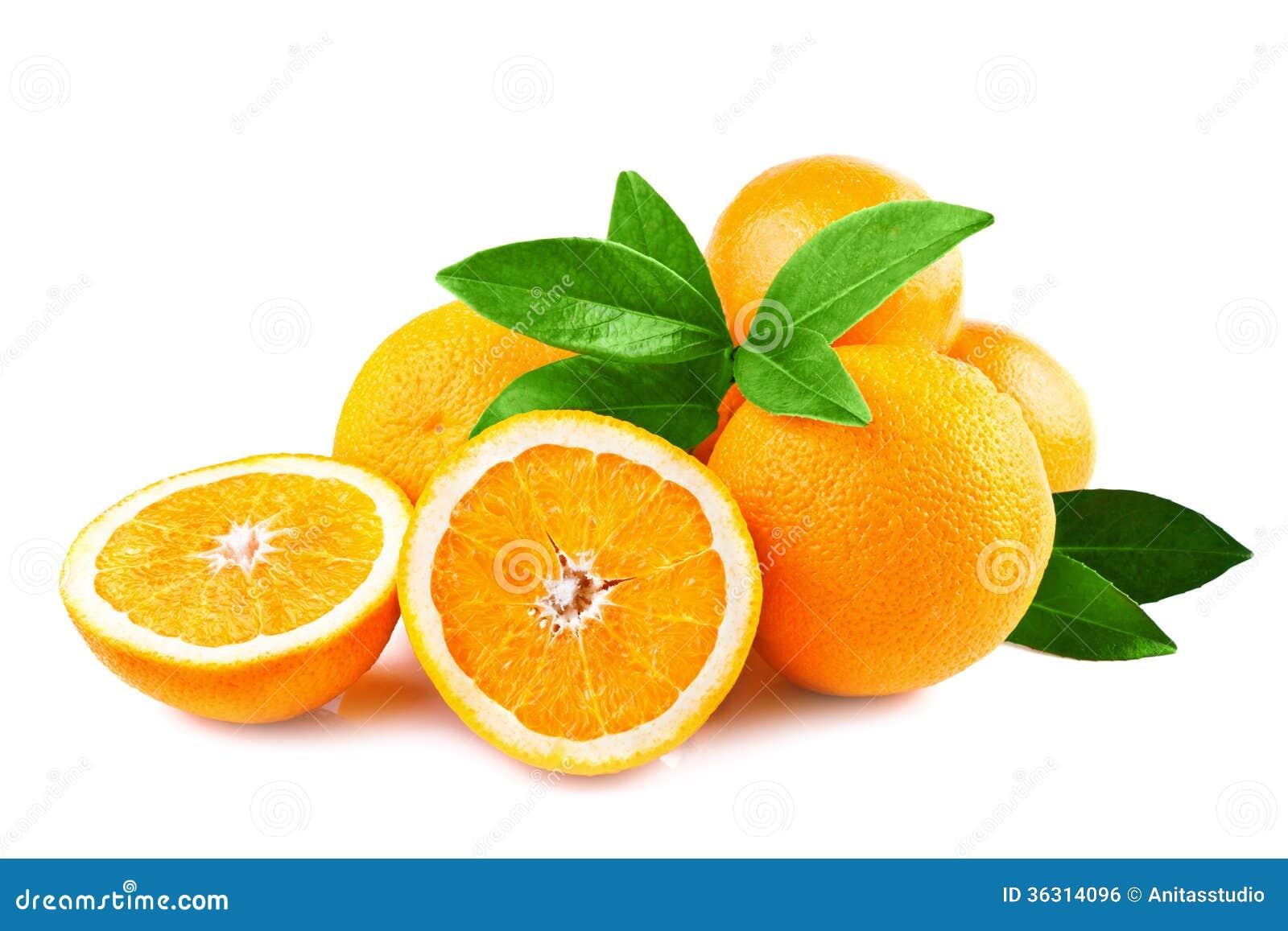 Frutas de las naranjas aisladas en blanco