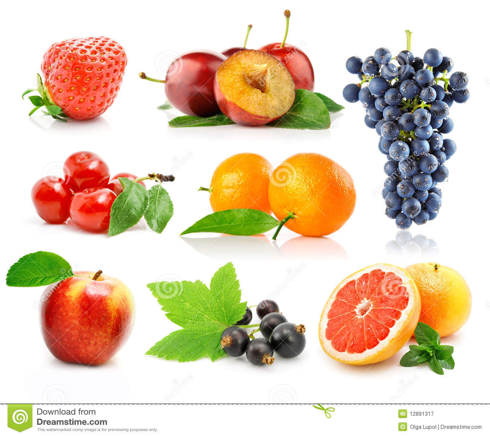 Frutas frescas ajustadas com folhas verdes