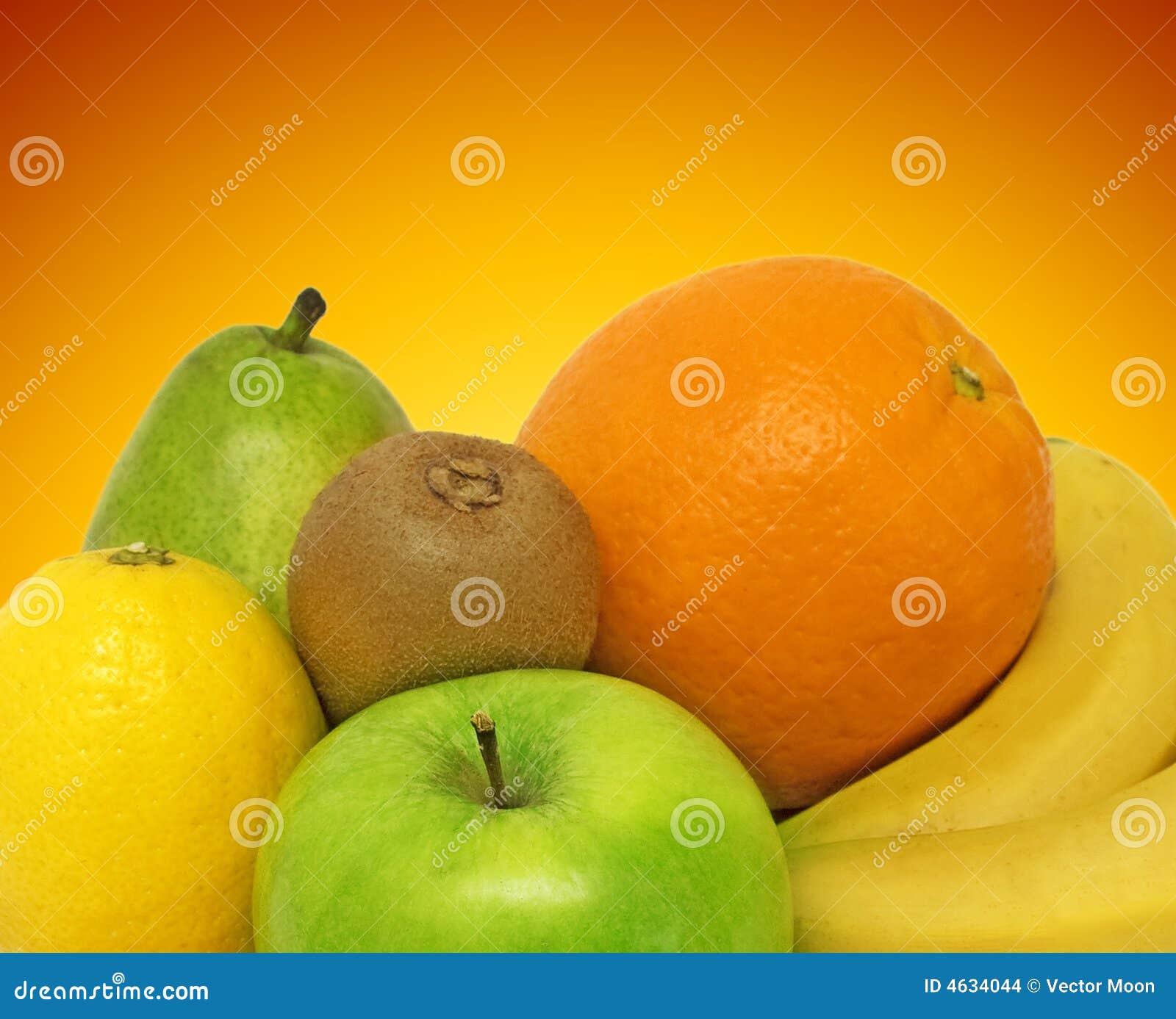 Frutas frescas no fundo da cor