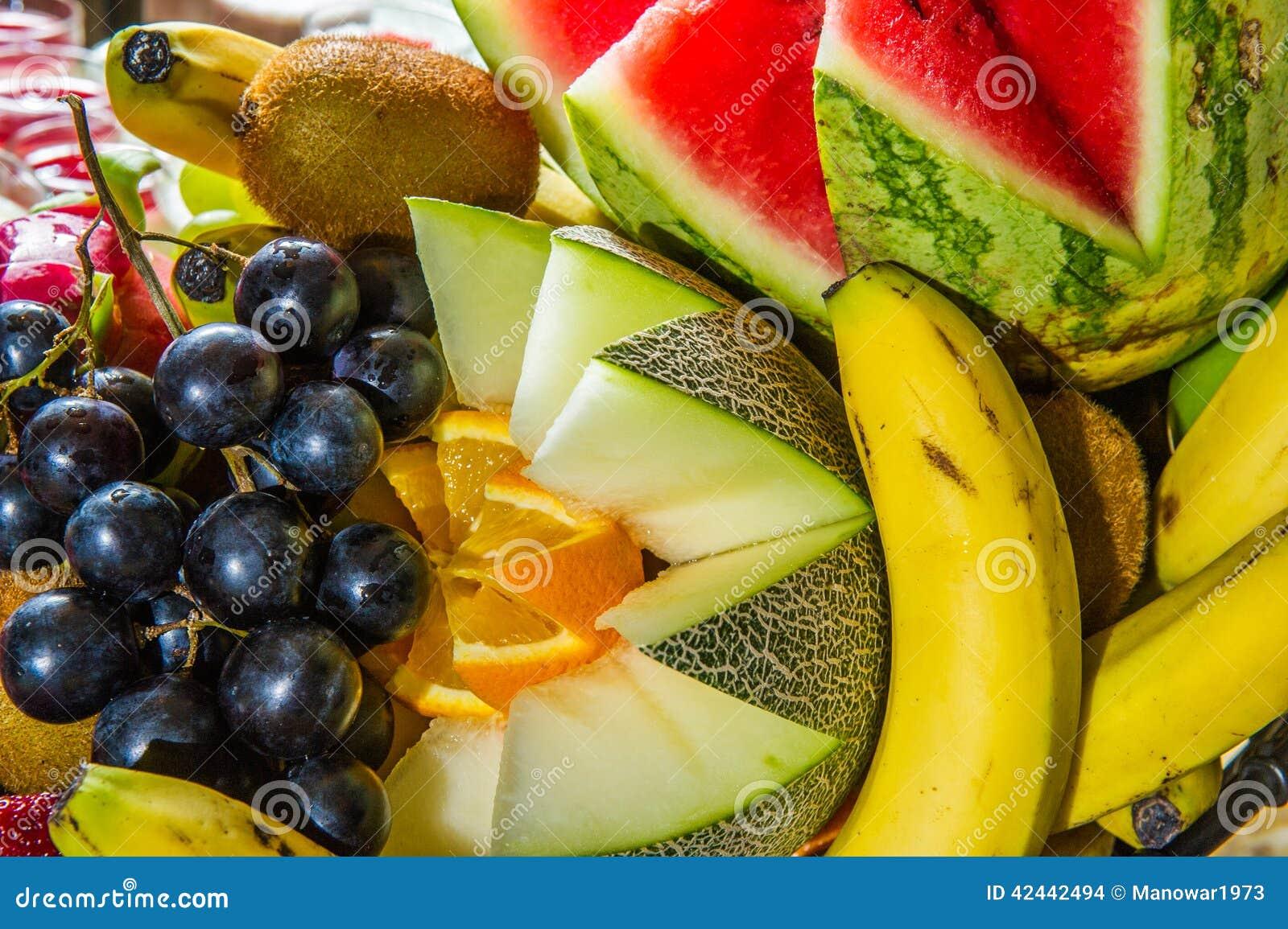 Frutas múltiples en la placa