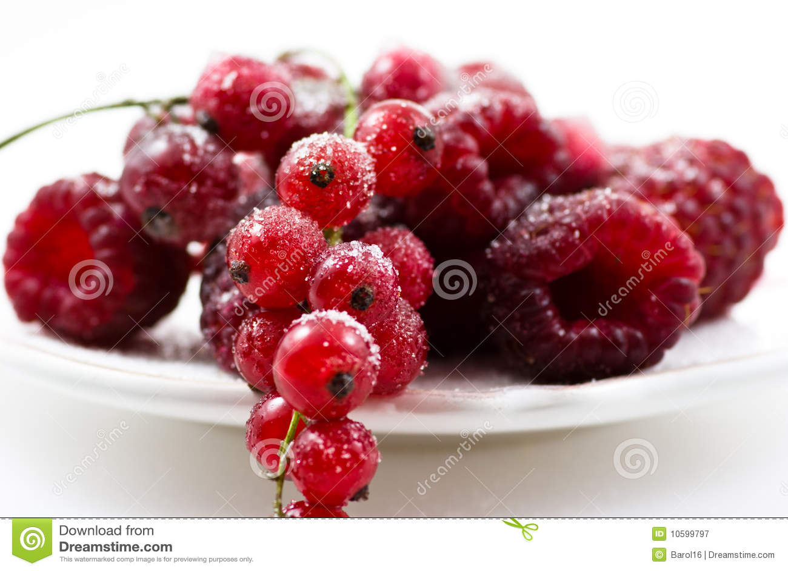 Frutas rojas con el azúcar
