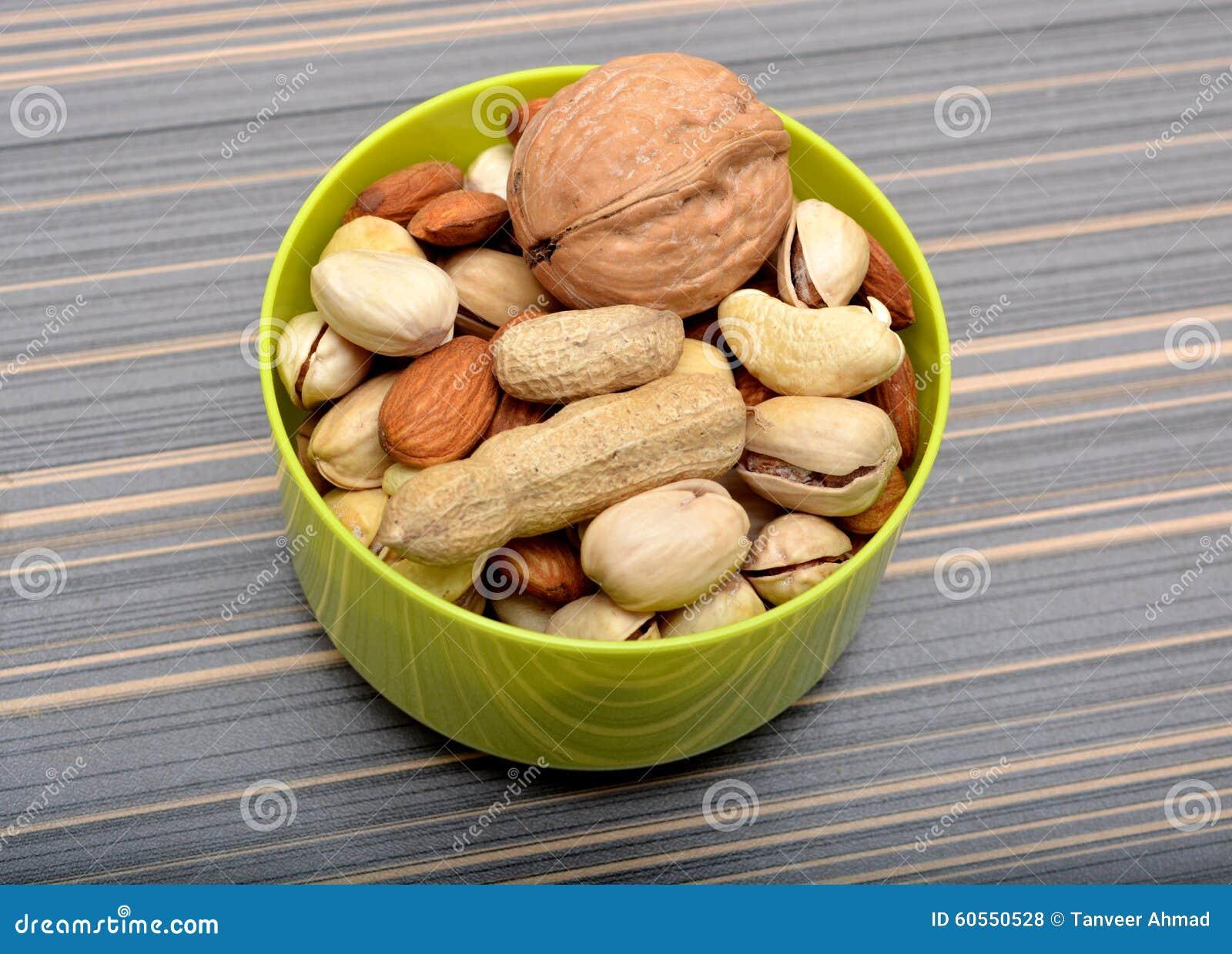 Frutas secas en Bown en el primer de la tabla