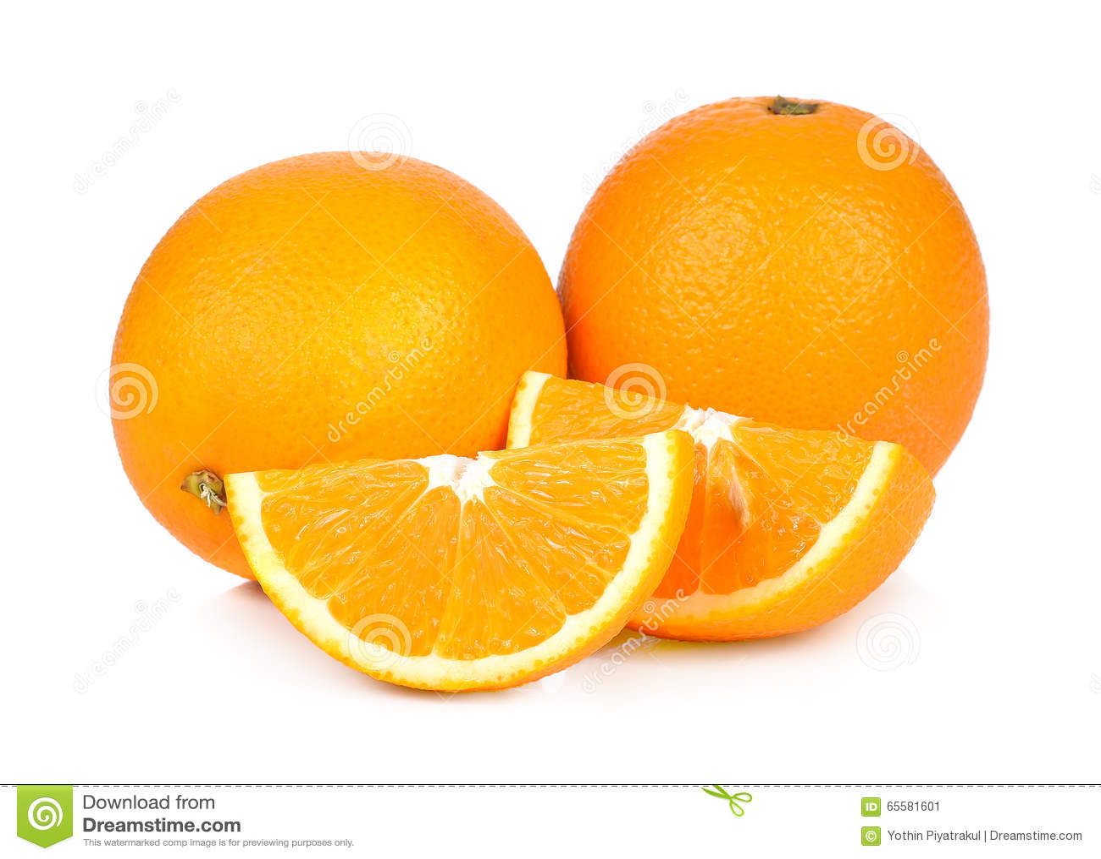 Fruto da laranja doce no fundo branco