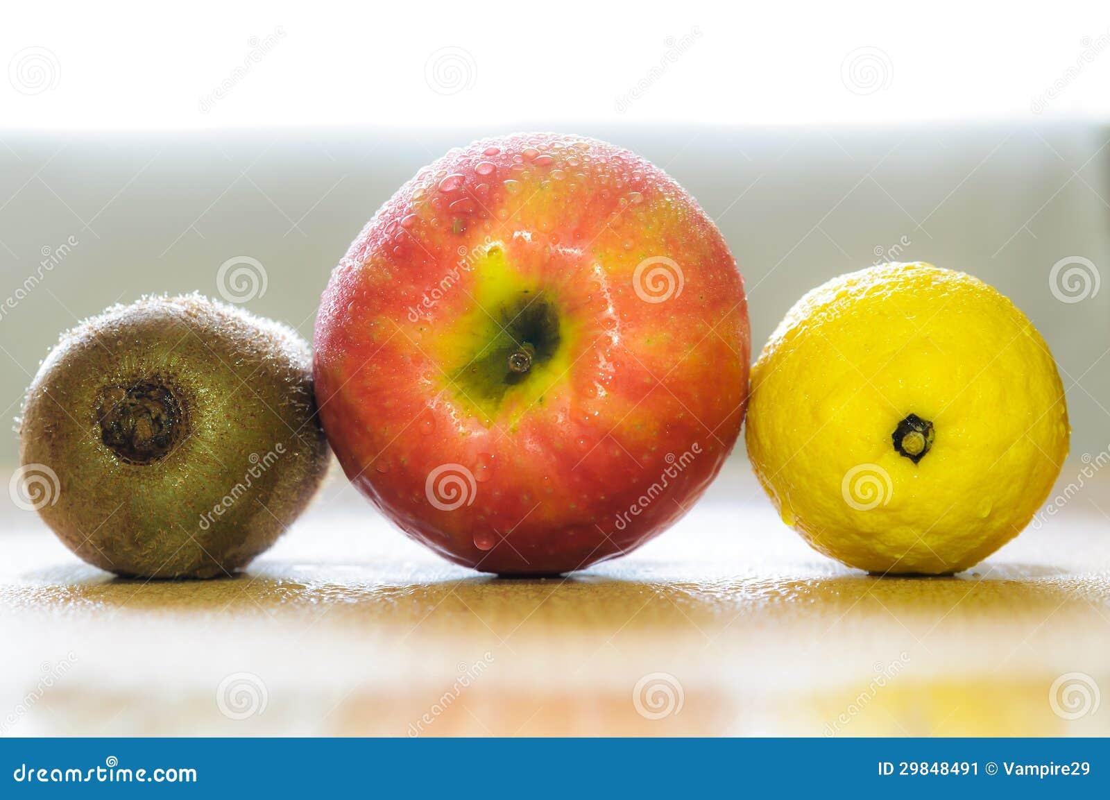 Três frutos