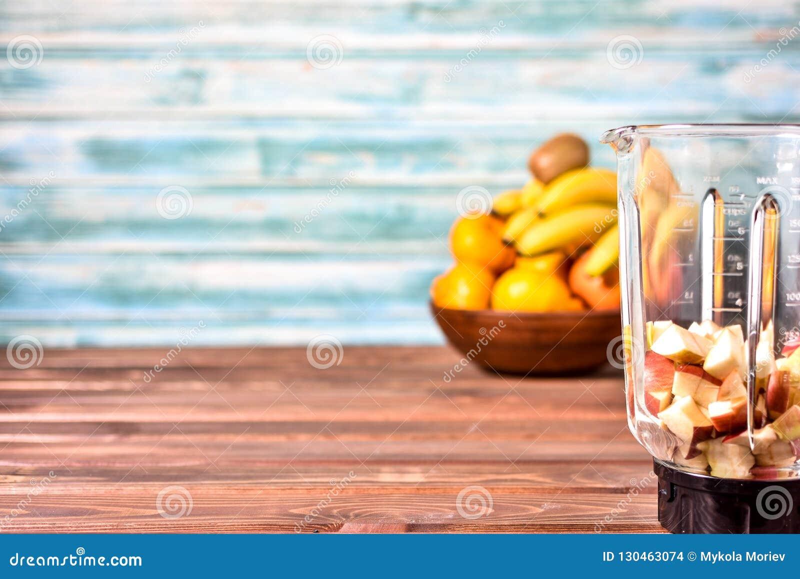 Frutos antes de misturar acima em um batido saudável