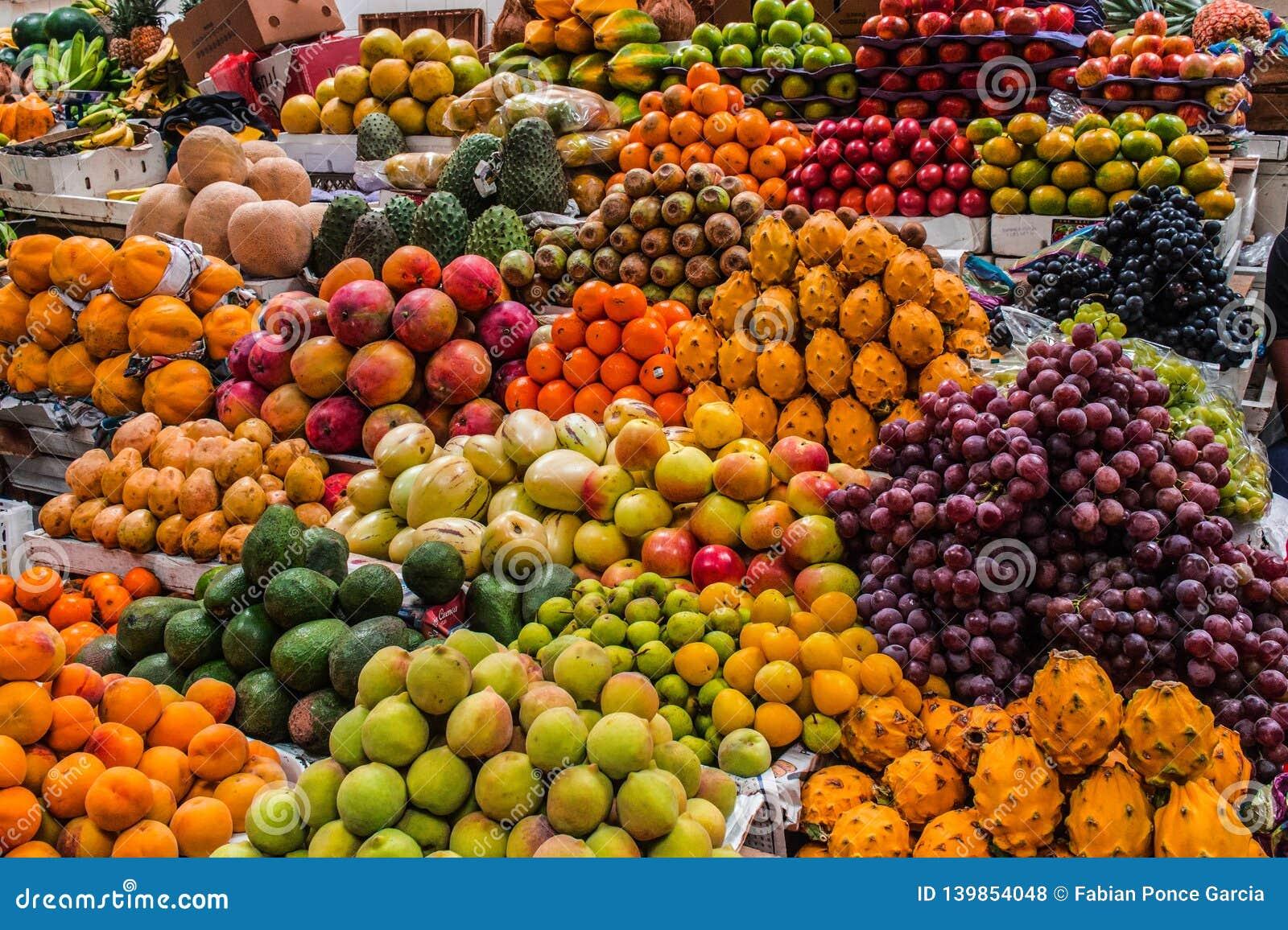 Frutos indicados em um mercado
