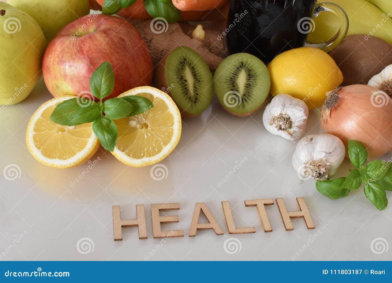 Frutos, vegetais e caneca de suco das beterrabas com ` da saúde do ` da inscrição