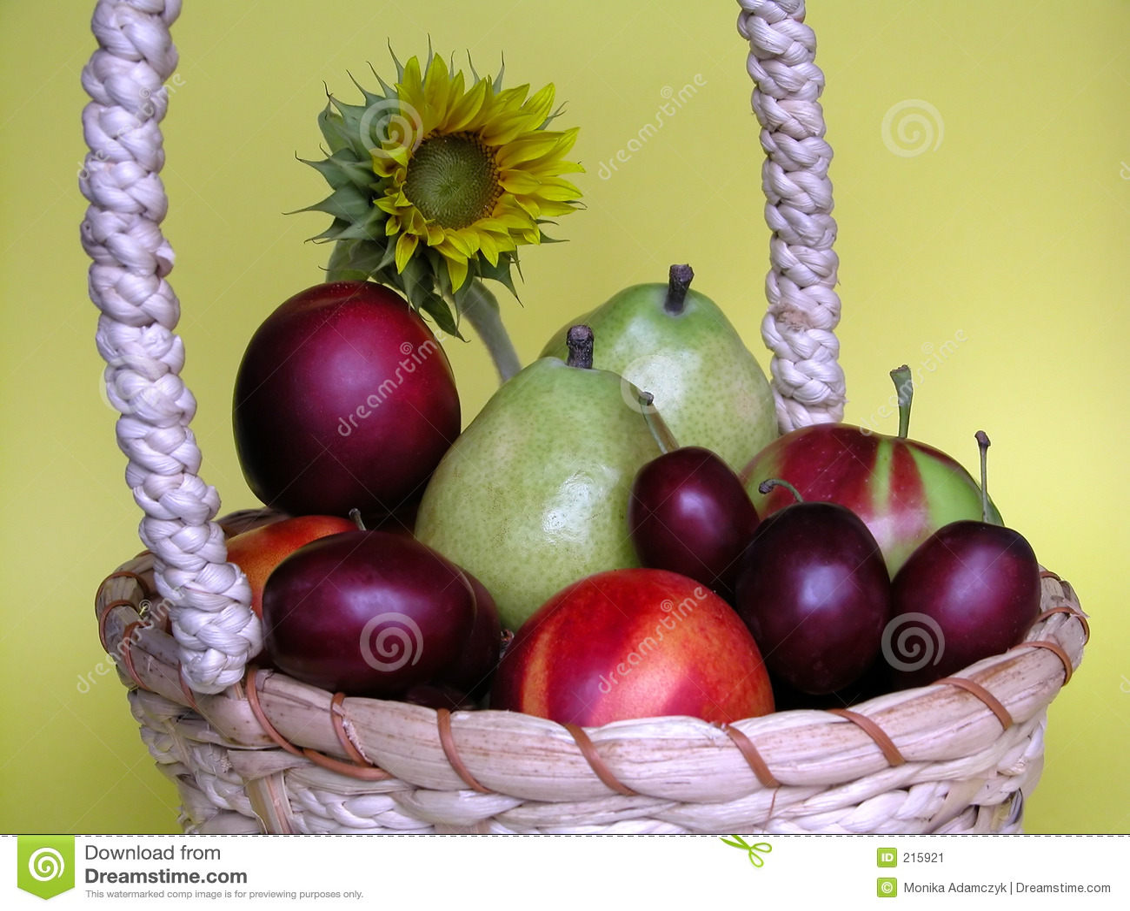 Download Frutta immagine stock. Immagine di pere, vitamine, mela - 215921