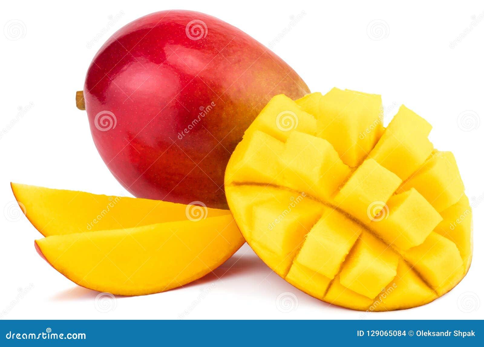 Frutta del mango con i cubi e le fette del mango Isolato su un BAC bianco