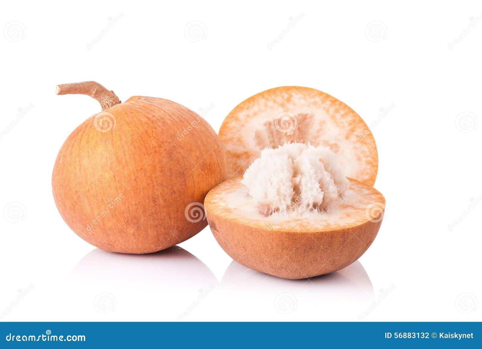 Frutta di Santol isolata su fondo bianco