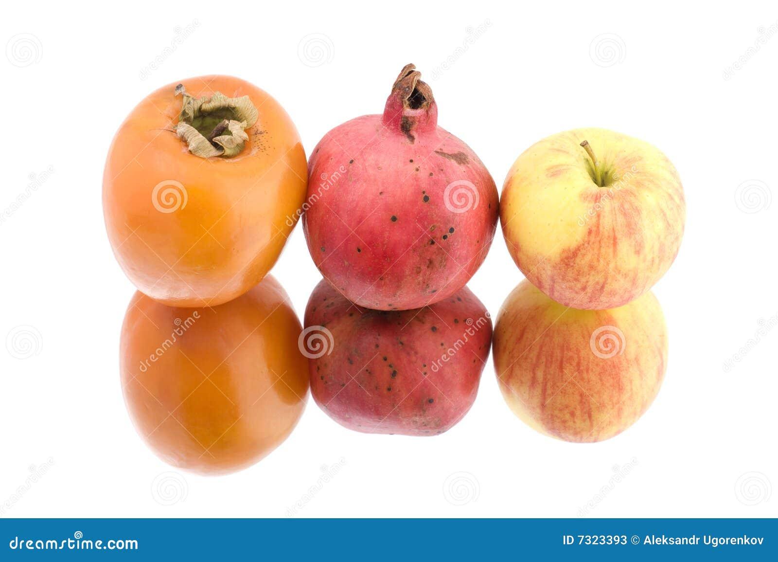 Frutta su bianco