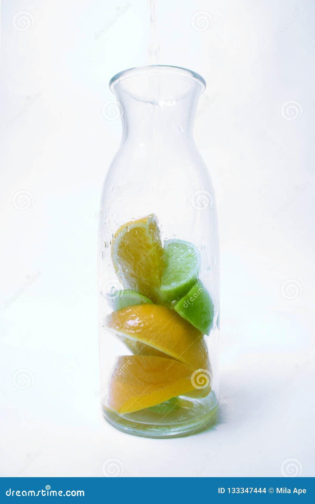 Frutta in una bottiglia