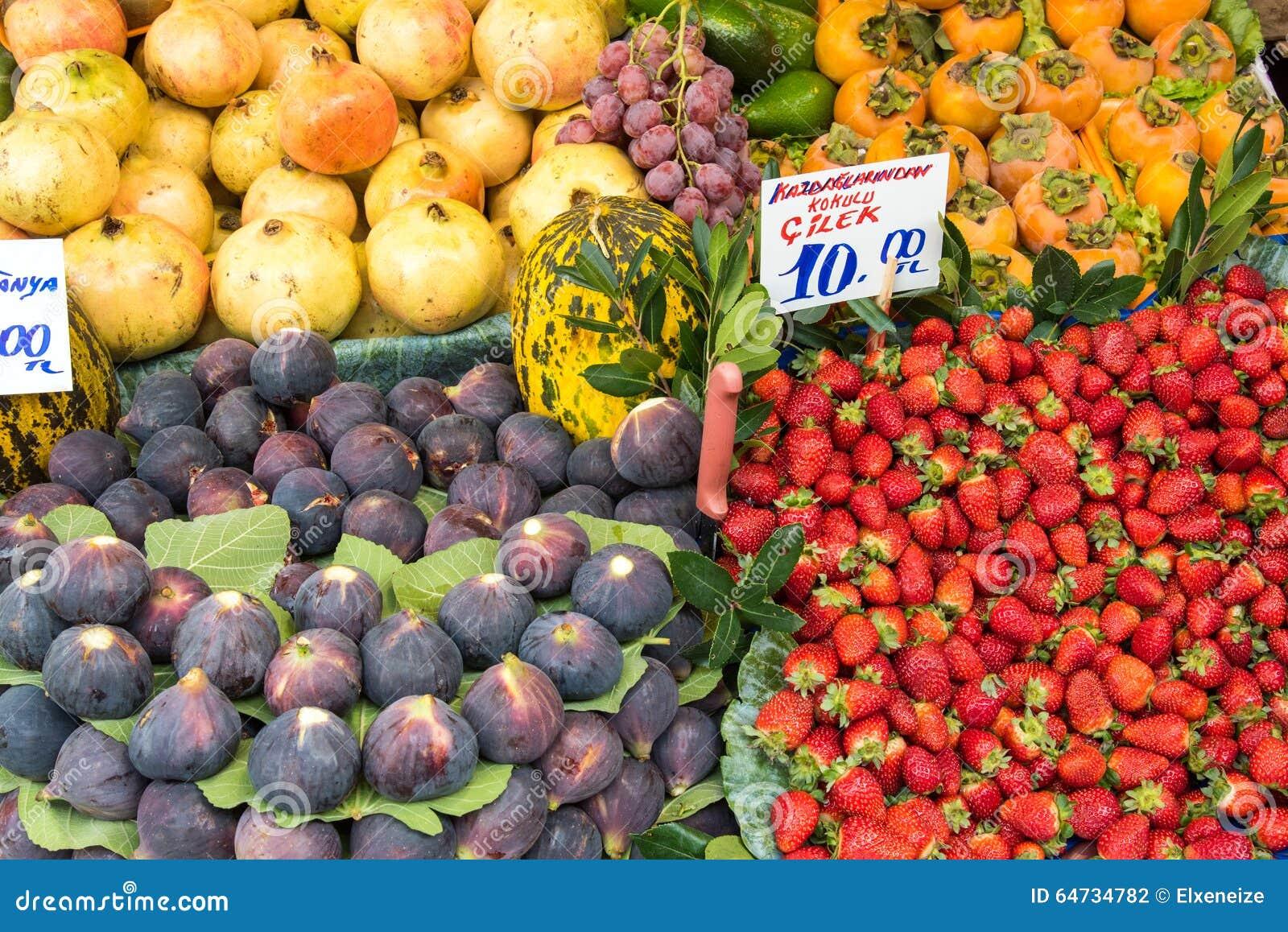 Frutti esotici da vendere ad un mercato