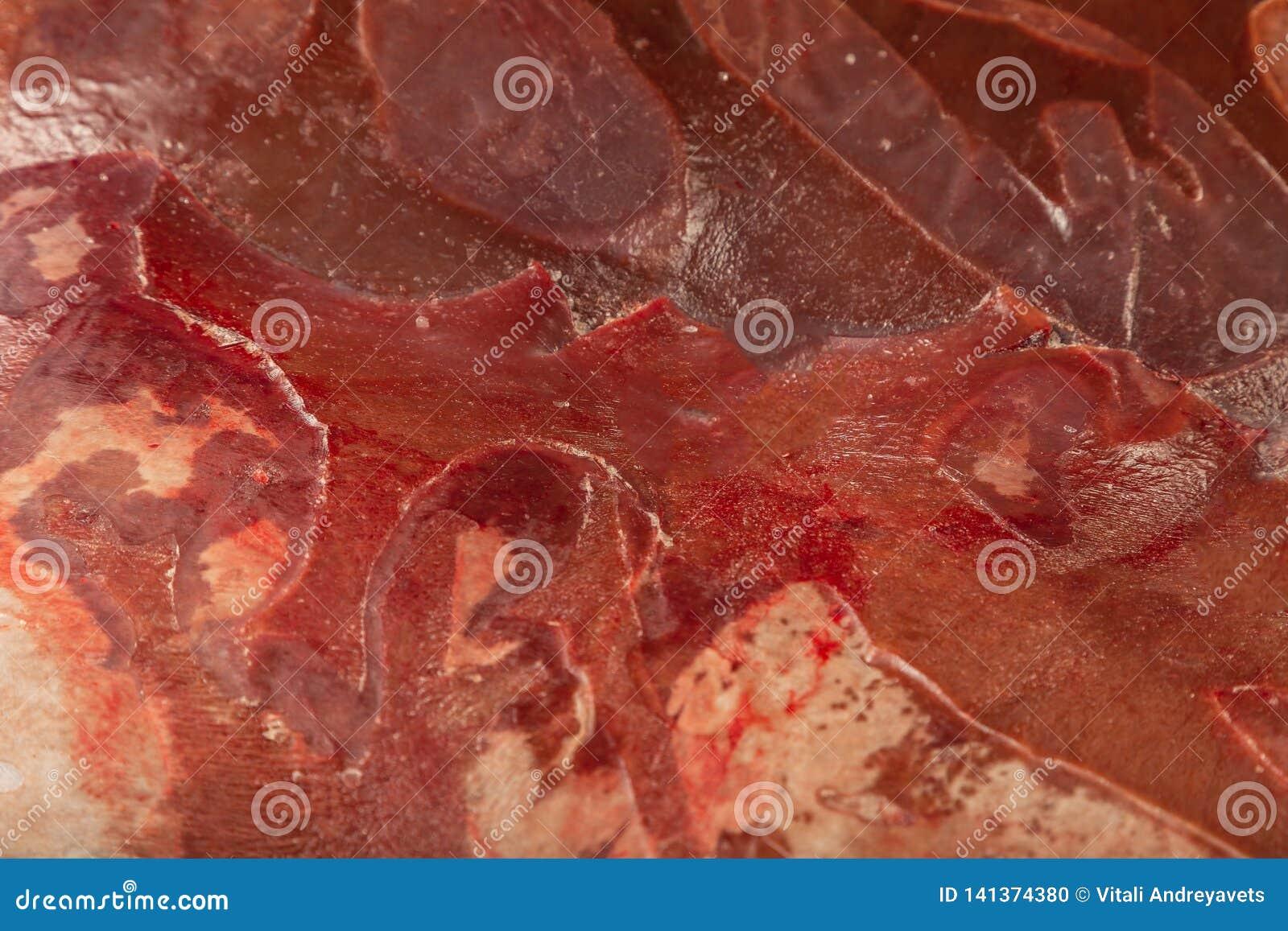 Fryst ny nötköttlever i kvarter, textur av djupfryst lever