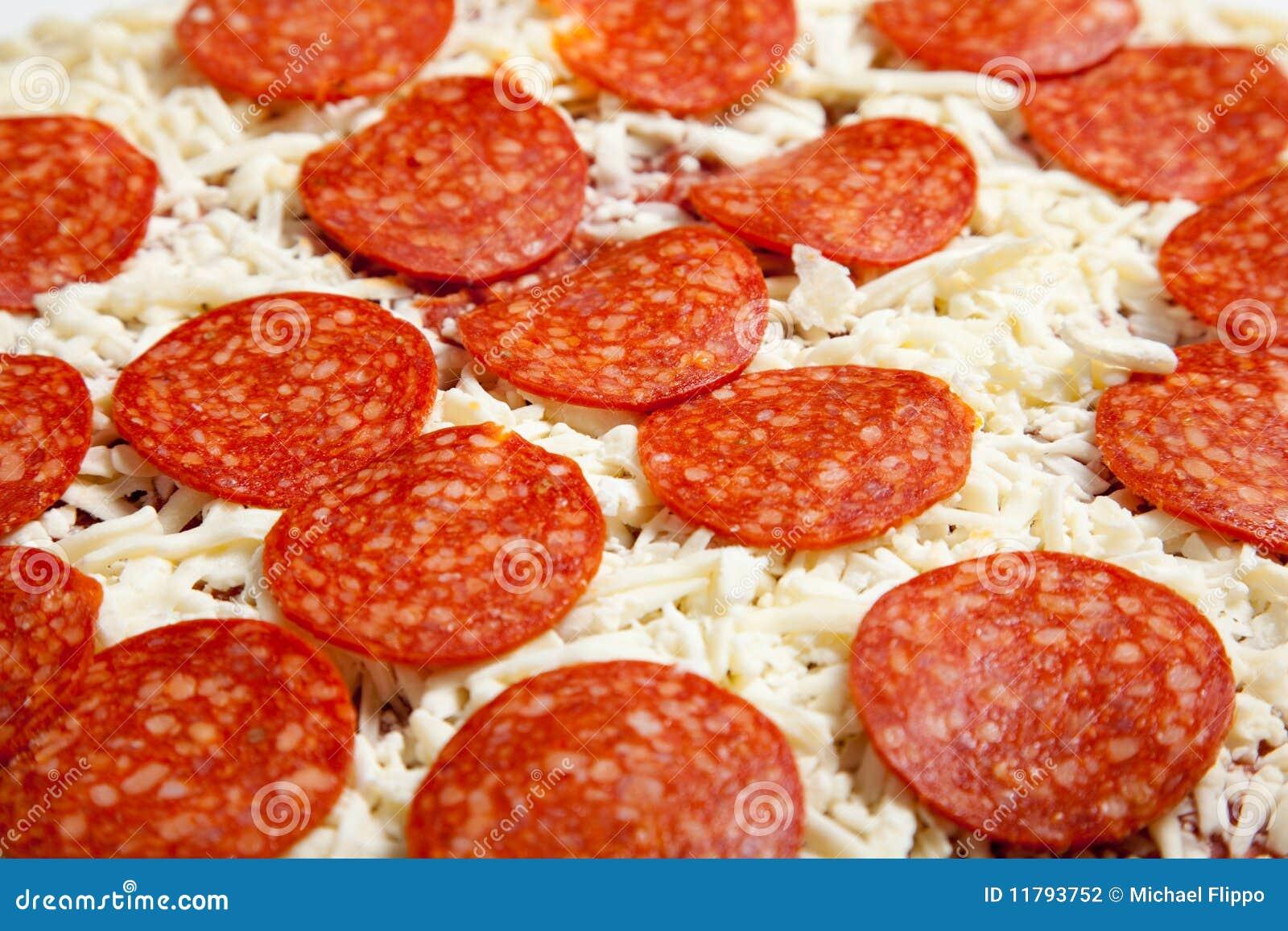 Fryst peperonipizza för bräde cutting