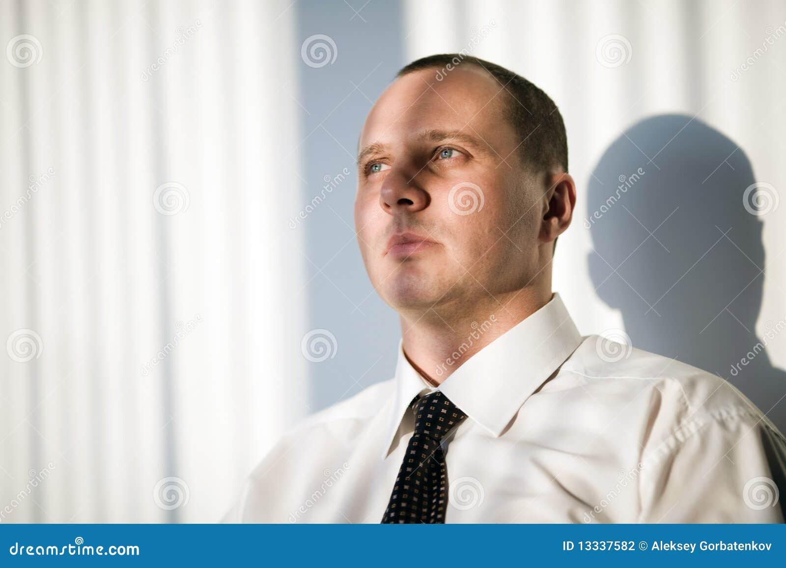 Fryzury mężczyzna koszulowy krótki biel