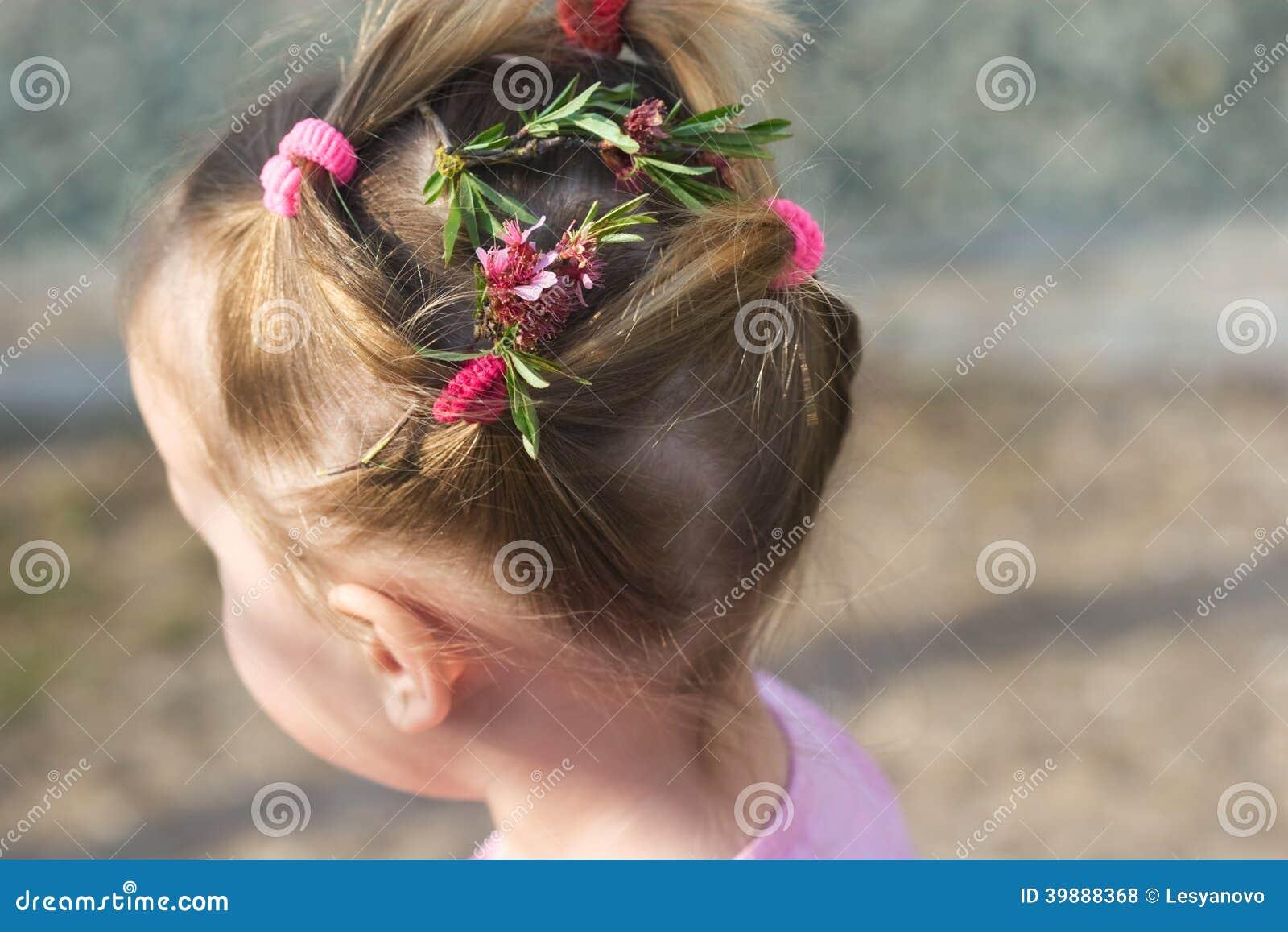 Fryzury Mała Dziewczynka Zdjęcie Stock Obraz Złożonej Z