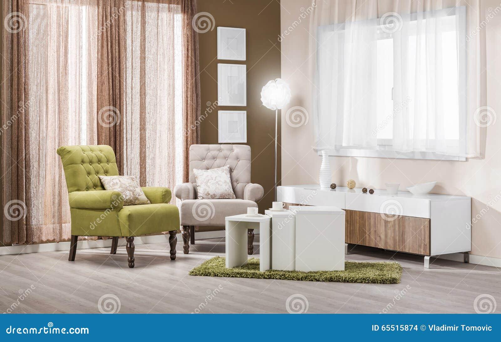 Fåtöljer i den moderna inre   vardagsrum i färg arkivfoto   bild ...