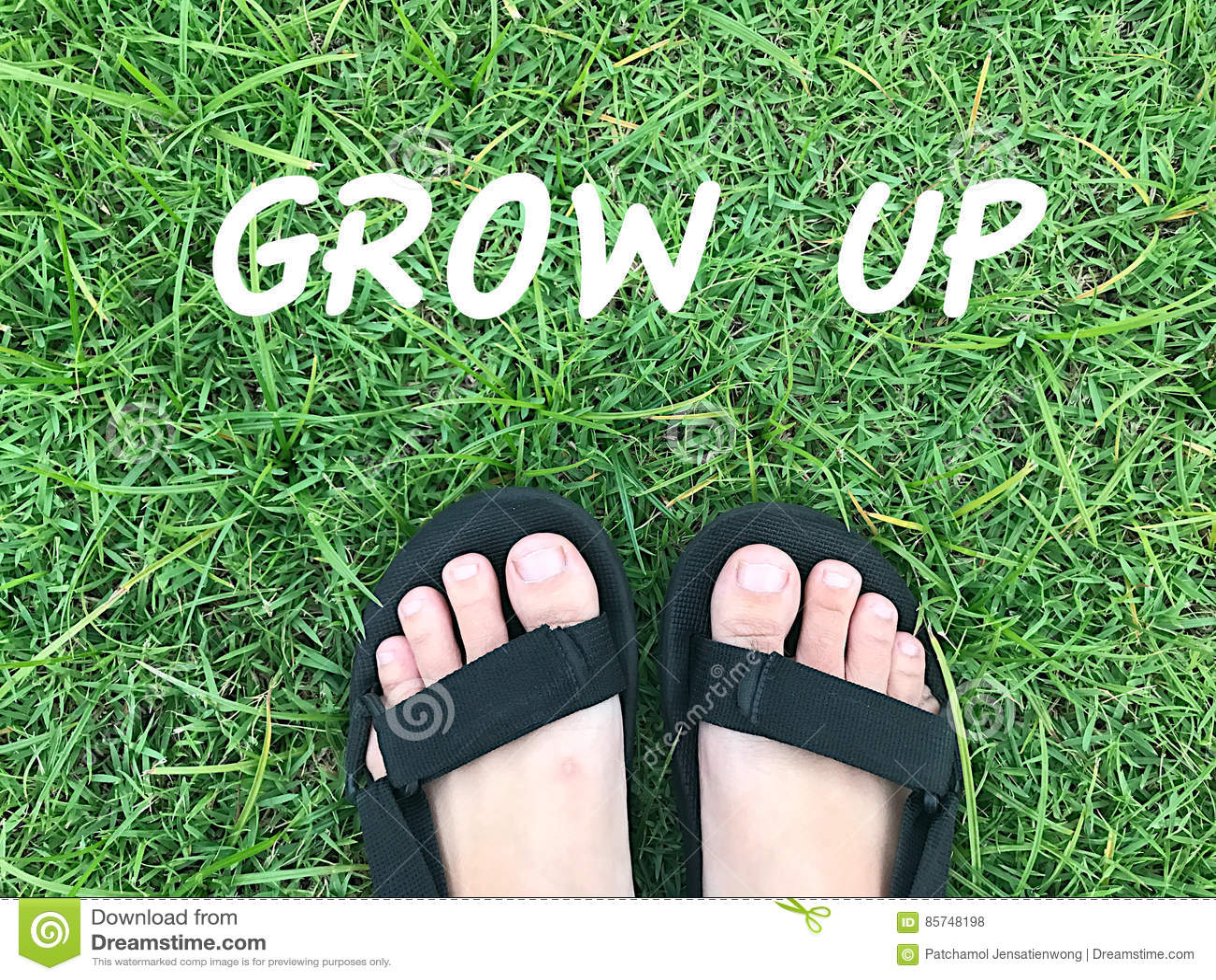 Fuß auf grünem Gras