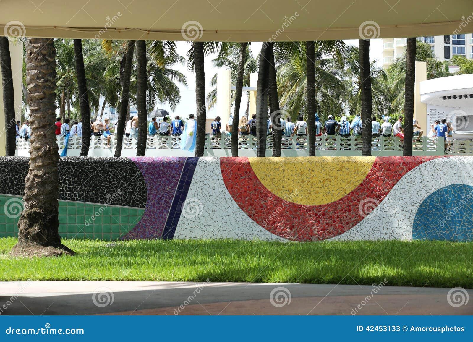 Fußballfane, die im Miami Beach feiern
