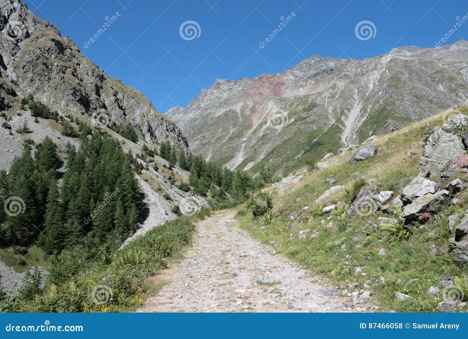 Fußweg in den Alpen, Frankreich