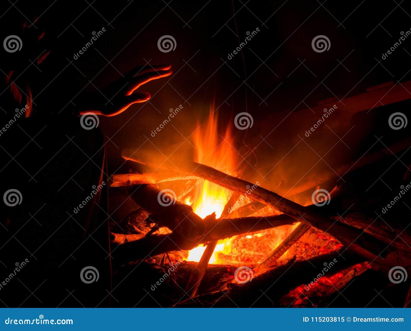 Fuego caliente del campo