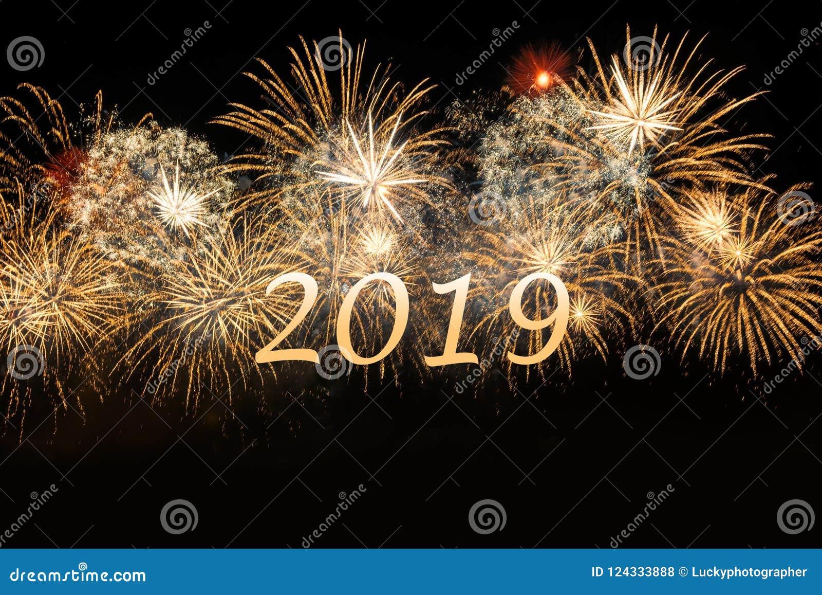 Fuegos Artificiales De Oro 2019 De La Celebracion Del Ano Nuevo Foto