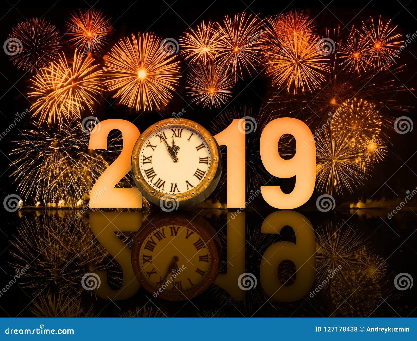 Fuegos Artificiales Del Ano Nuevo 2019 Con La Cara De Reloj Foto De