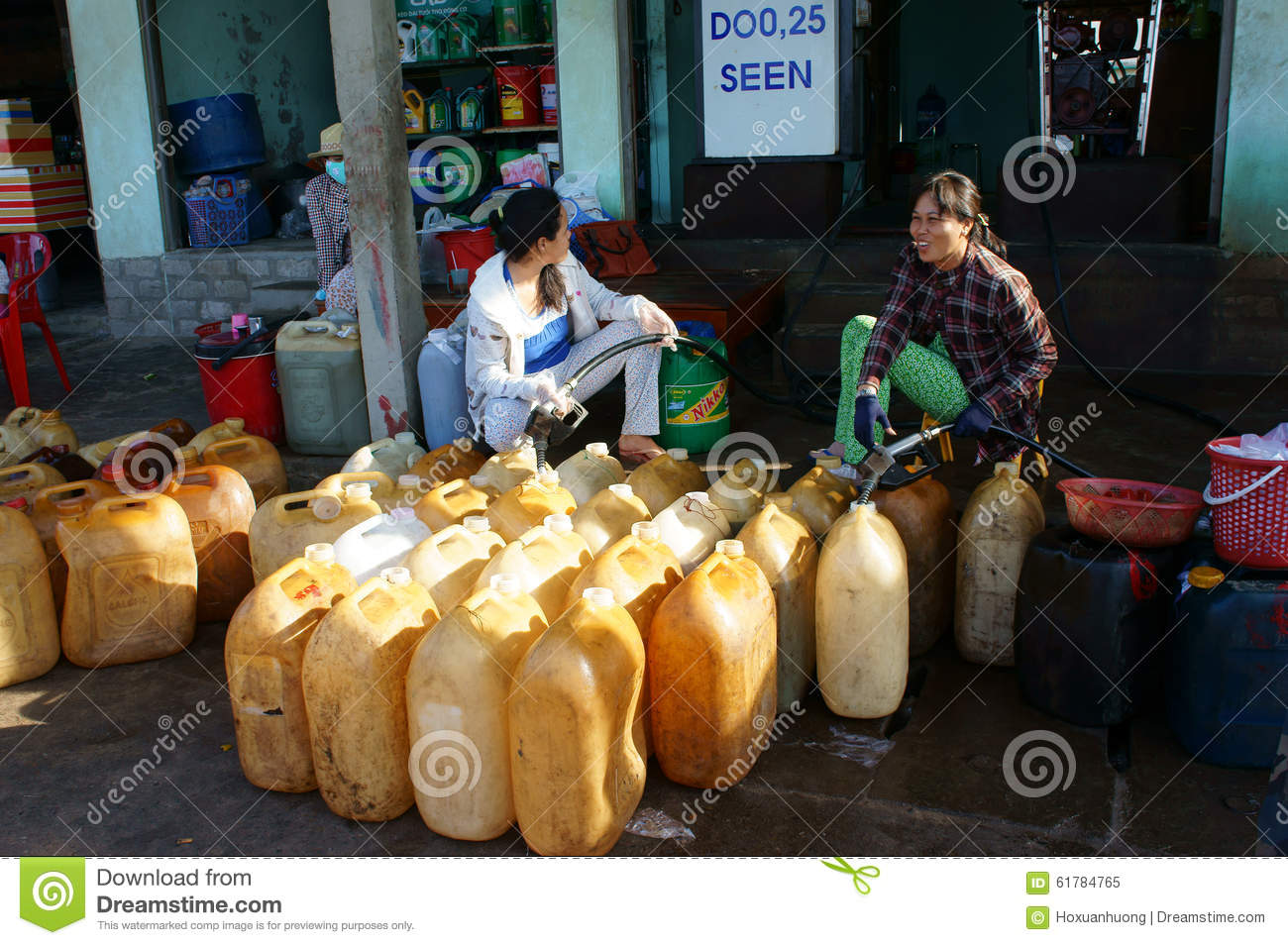 Ca Mau Vietnam  City pictures : CA MAU, VIET NAM OCT 25: Vietnamese work at fuel station, this petrol ...