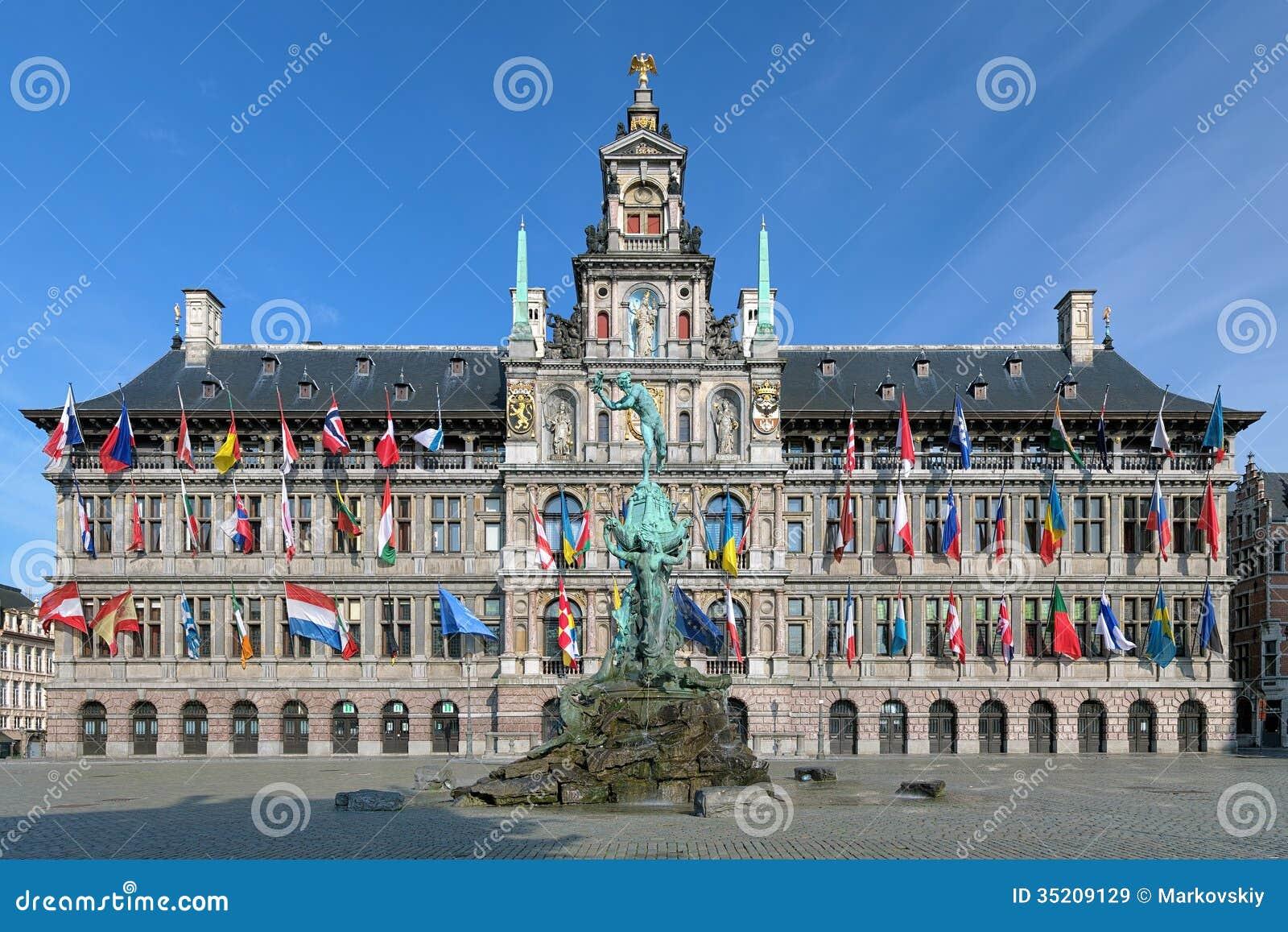 Fuente ayuntamiento y de Brabo de Amberes, Bélgica