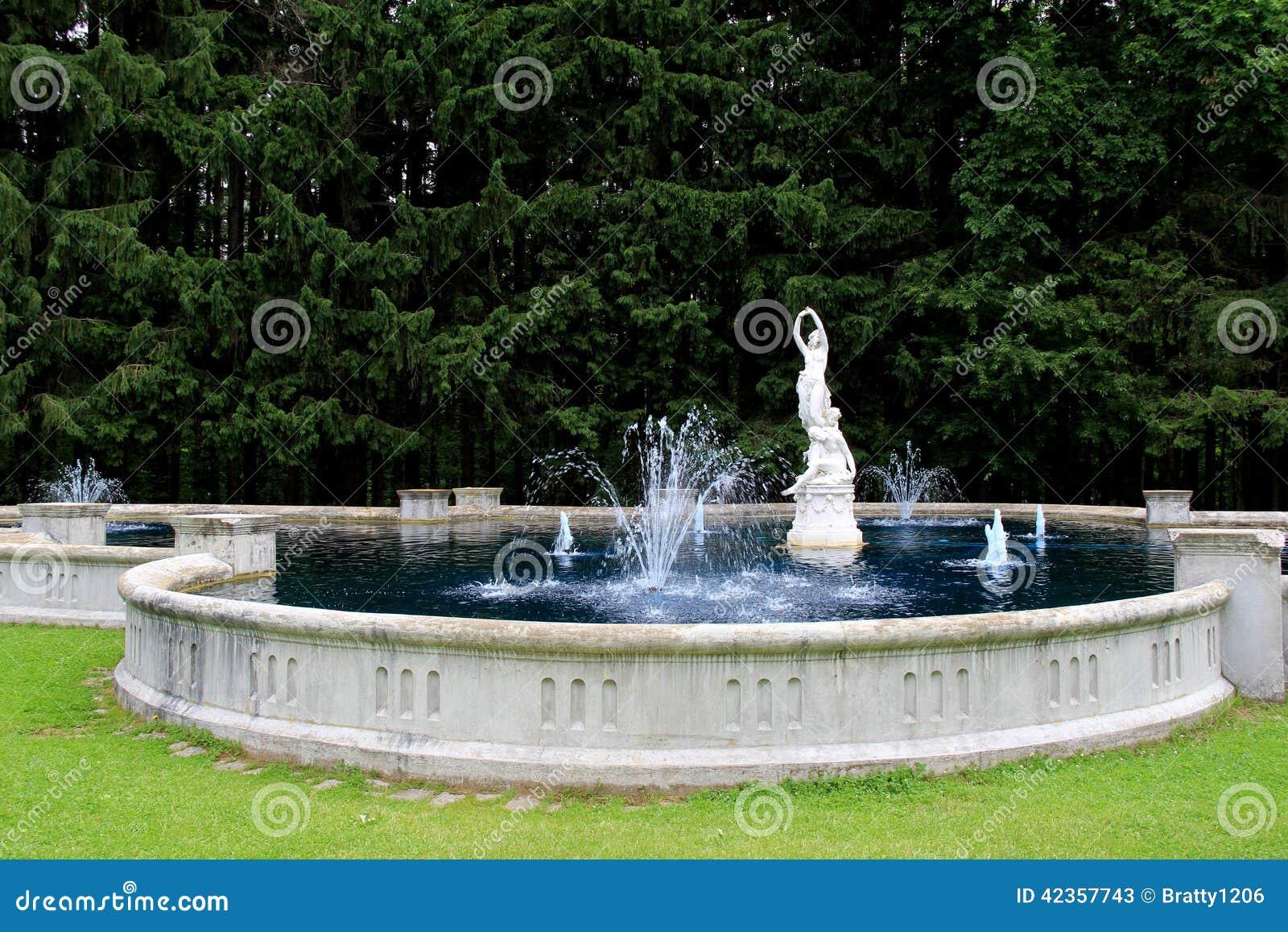 Fuente de agua y estatuas hermosas jardines de yaddo - Jardines con fuentes de agua ...