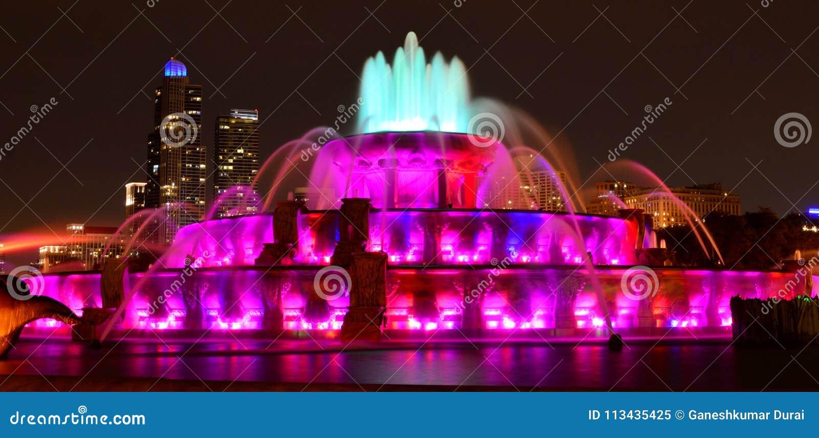 Fuente de Buckingham en la noche