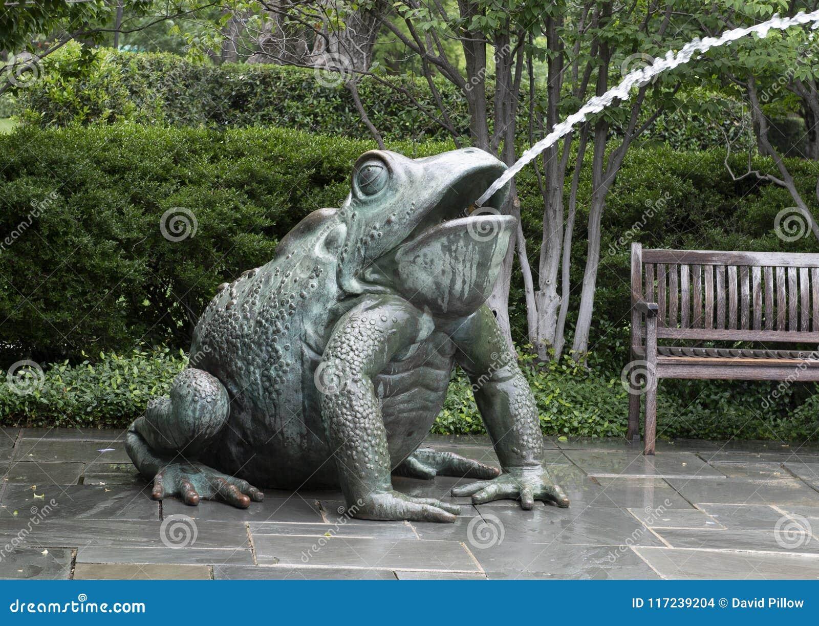 Fuente De La Esquina Del Sapo En Dallas Arboretum Foto De Archivo Imagen De East Rana 117239204