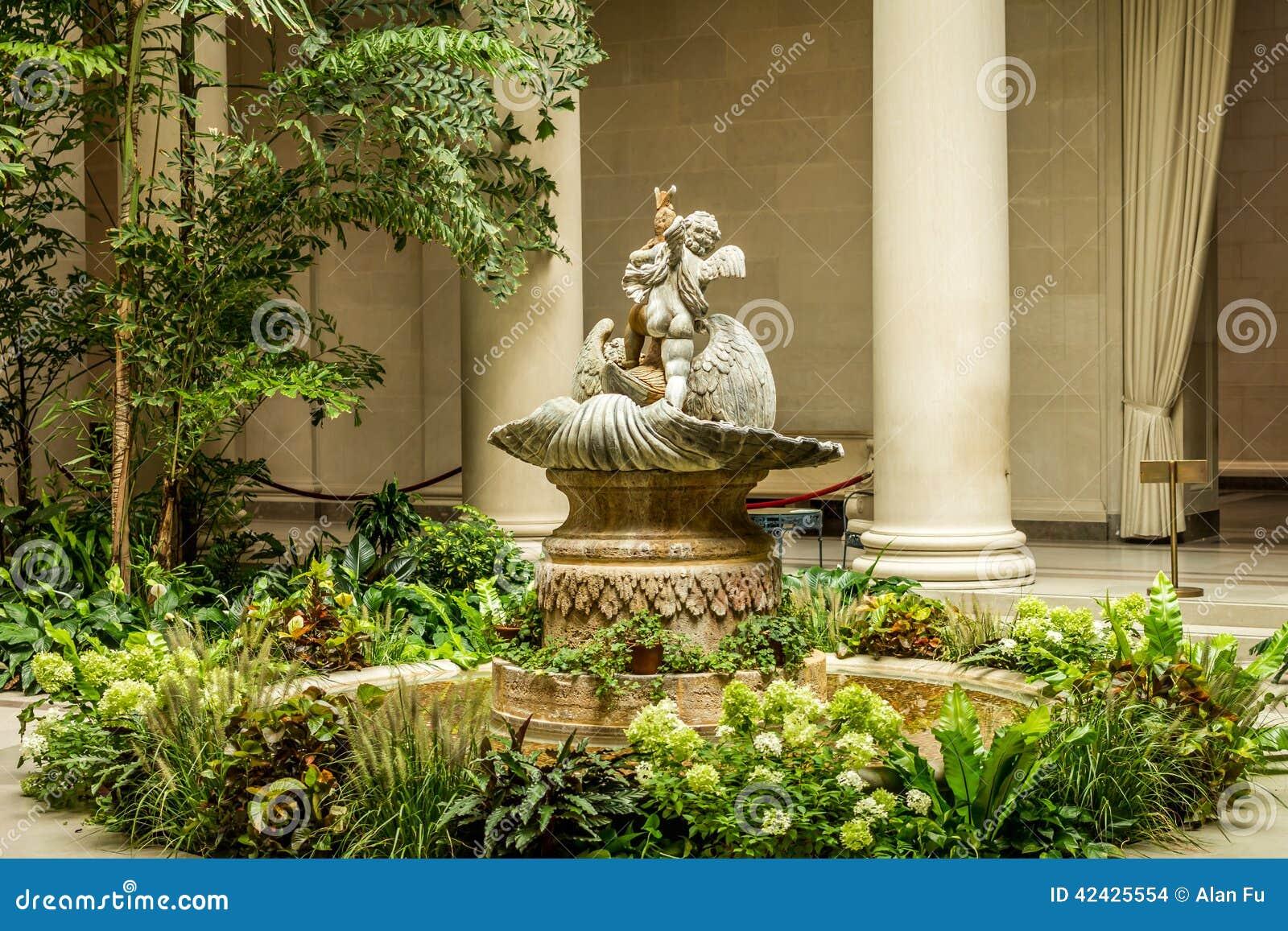 Fuente de la querube en jardín