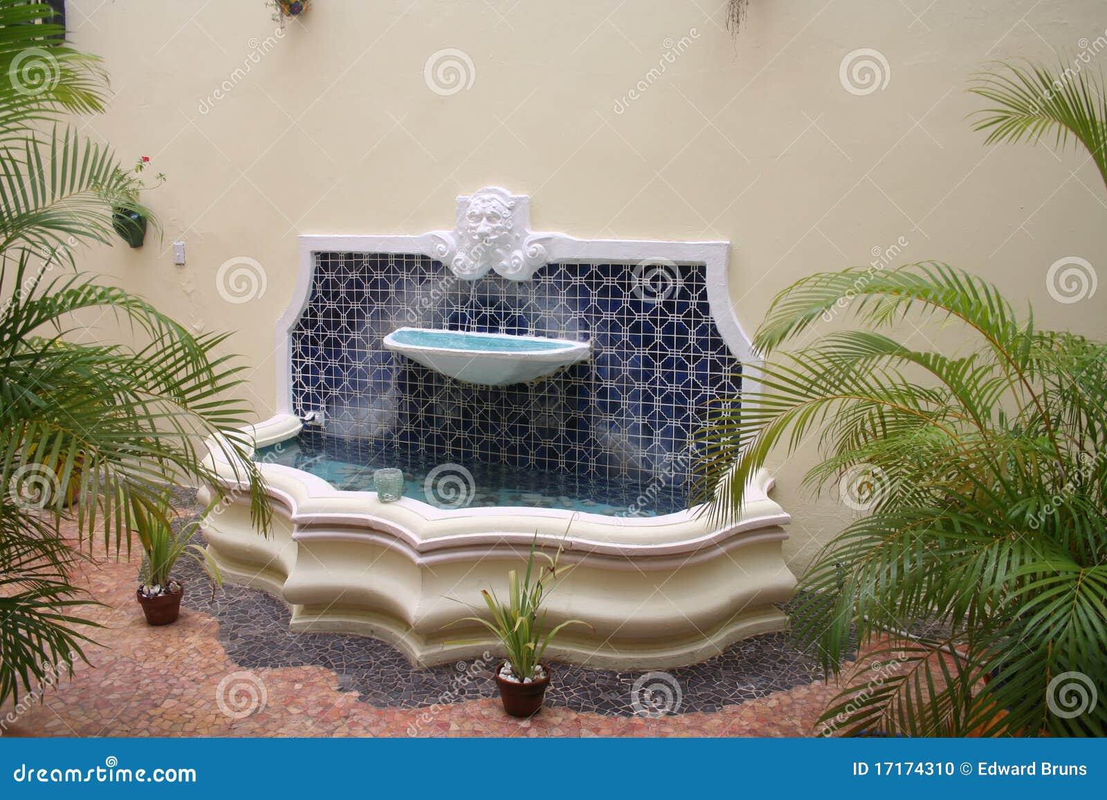 Fuente del patio foto de archivo Imagen de vivienda 17174310