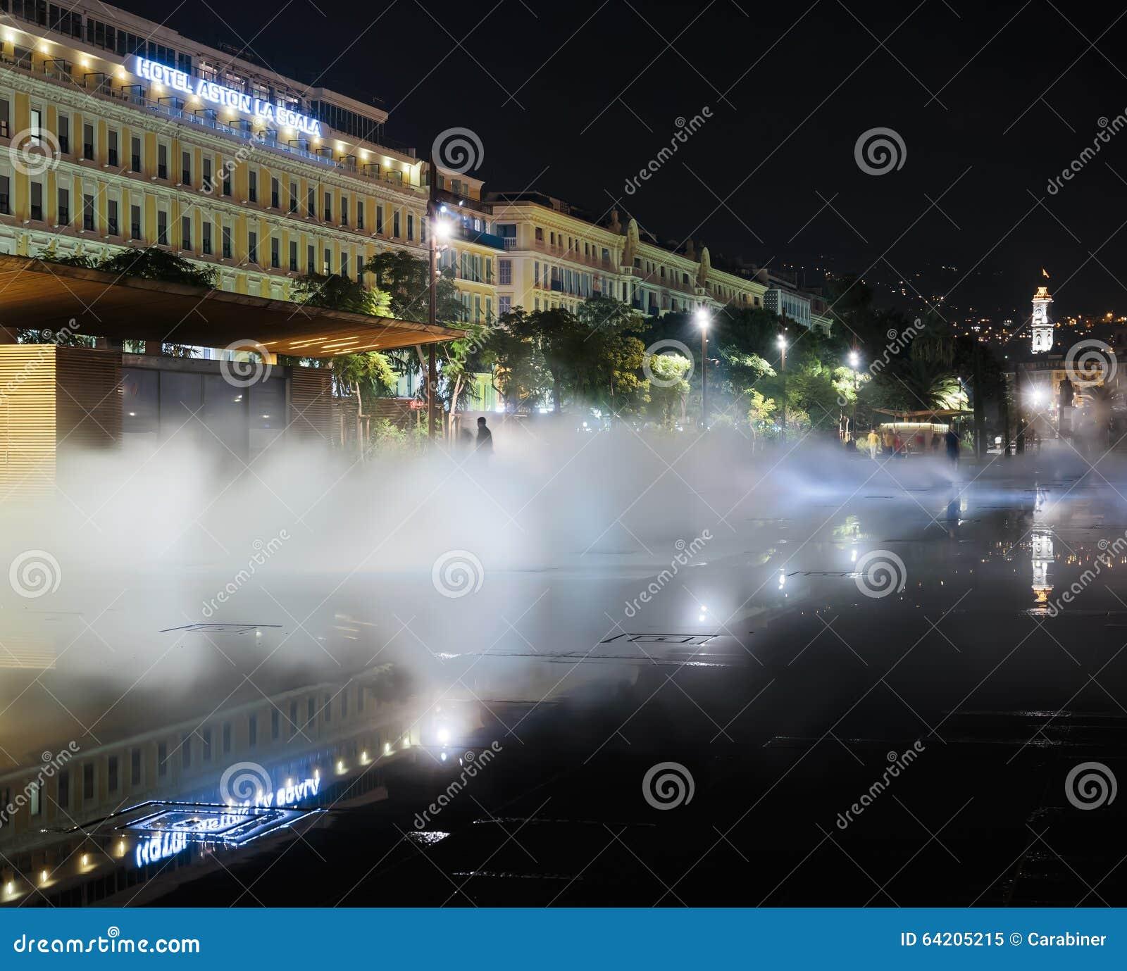 Fuente en el Masena cuadrado en Niza
