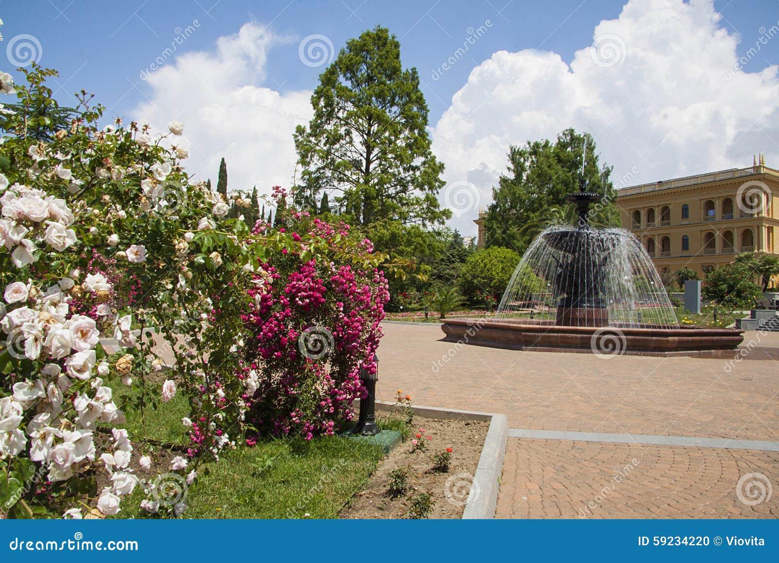 Download Fuente Hermosa Entre Los árboles Foto de archivo - Imagen de rosas, afuera: 59234220