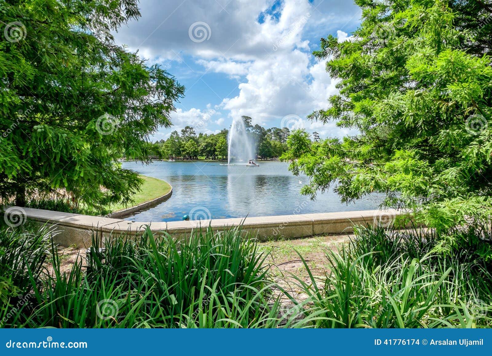 Fuente y lago