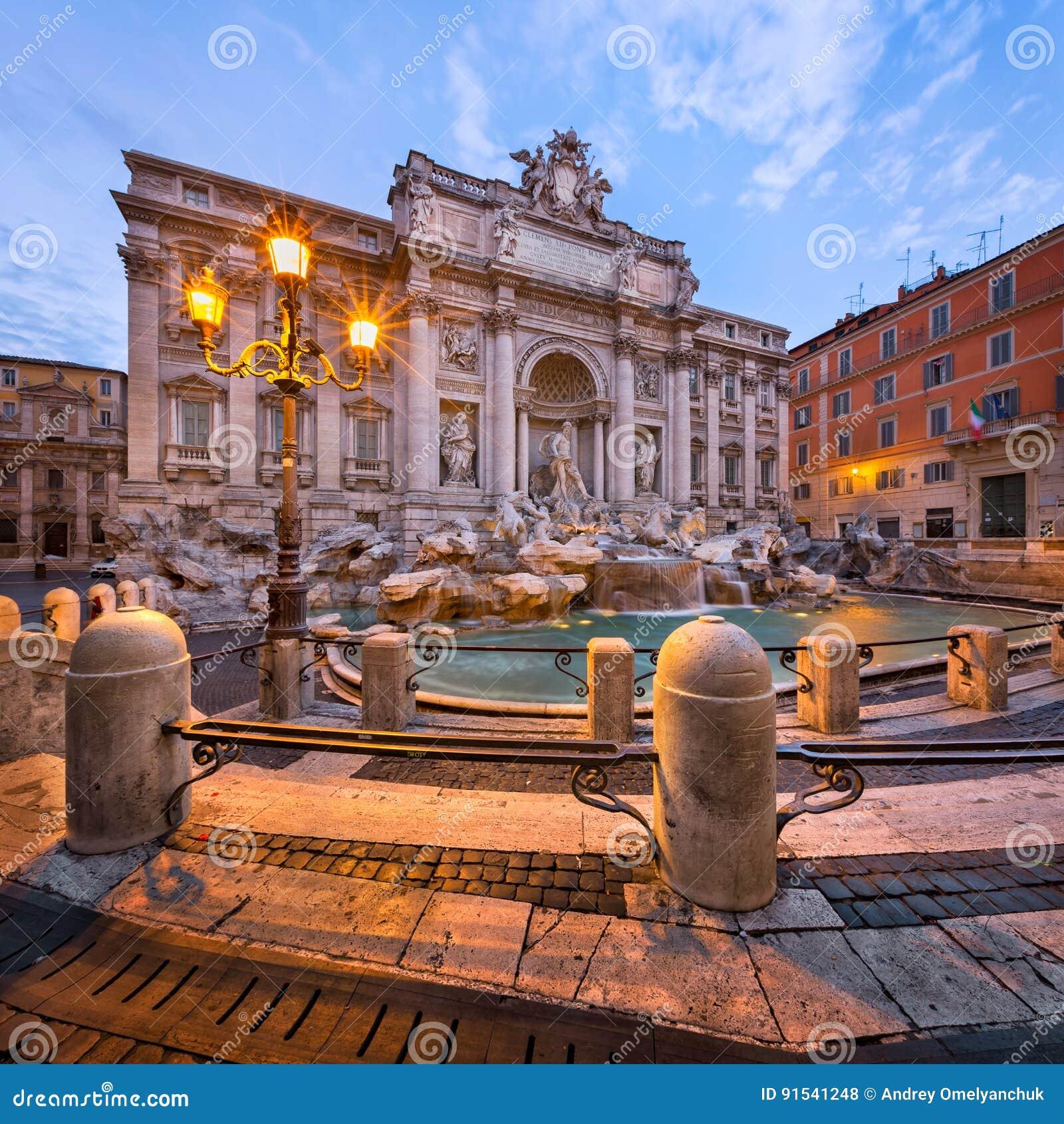 Fuente y Piazza di Trevi por la mañana, Roma, Italia del Trevi
