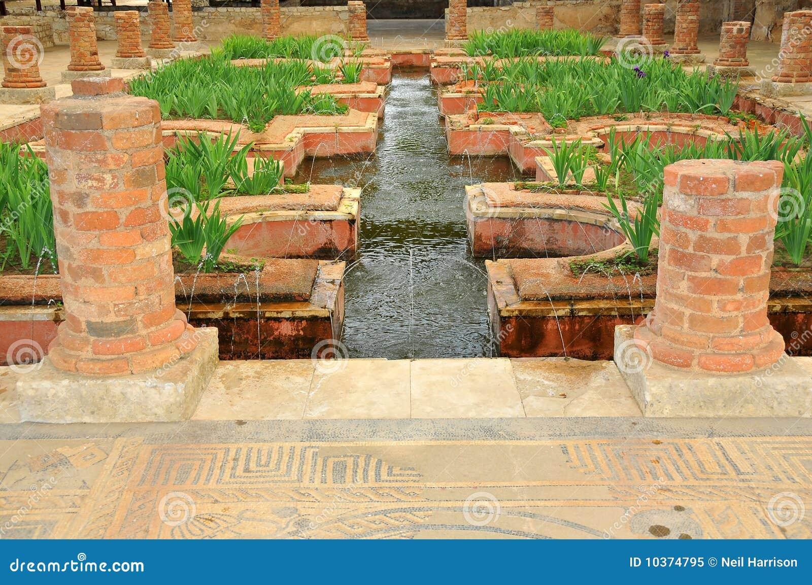 Fuentes en los jardines romanos del agua foto de archivo for Jardines con fuentes de agua