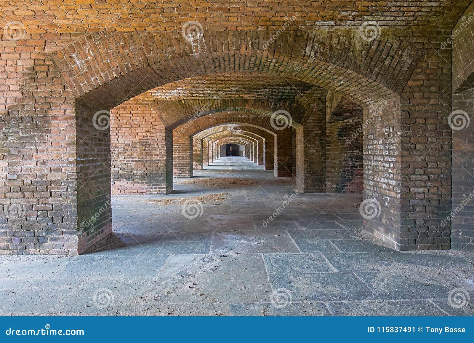 Fuerte Jefferson Archways de Front Side 6