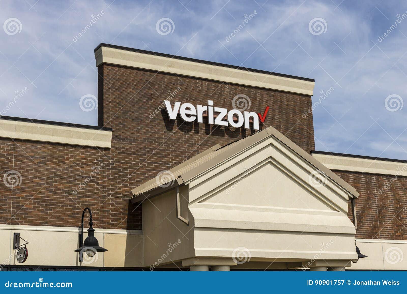 Fuerte Wayne - circa abril de 2017: Ubicación de la venta al por menor de Verizon Wireless Verizon es una de las compañías más gr