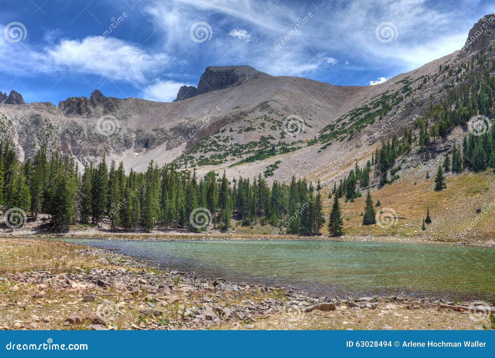 Fuga nacional dos lagos parque-Apine da Nanovolt-grande bacia